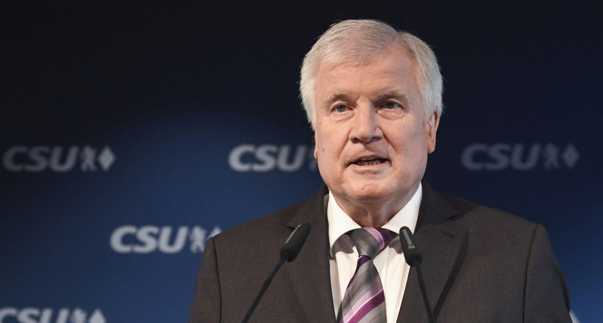 Seehofer se povlači s vrha CSU-a, ostaje ministar unutarnjih poslova