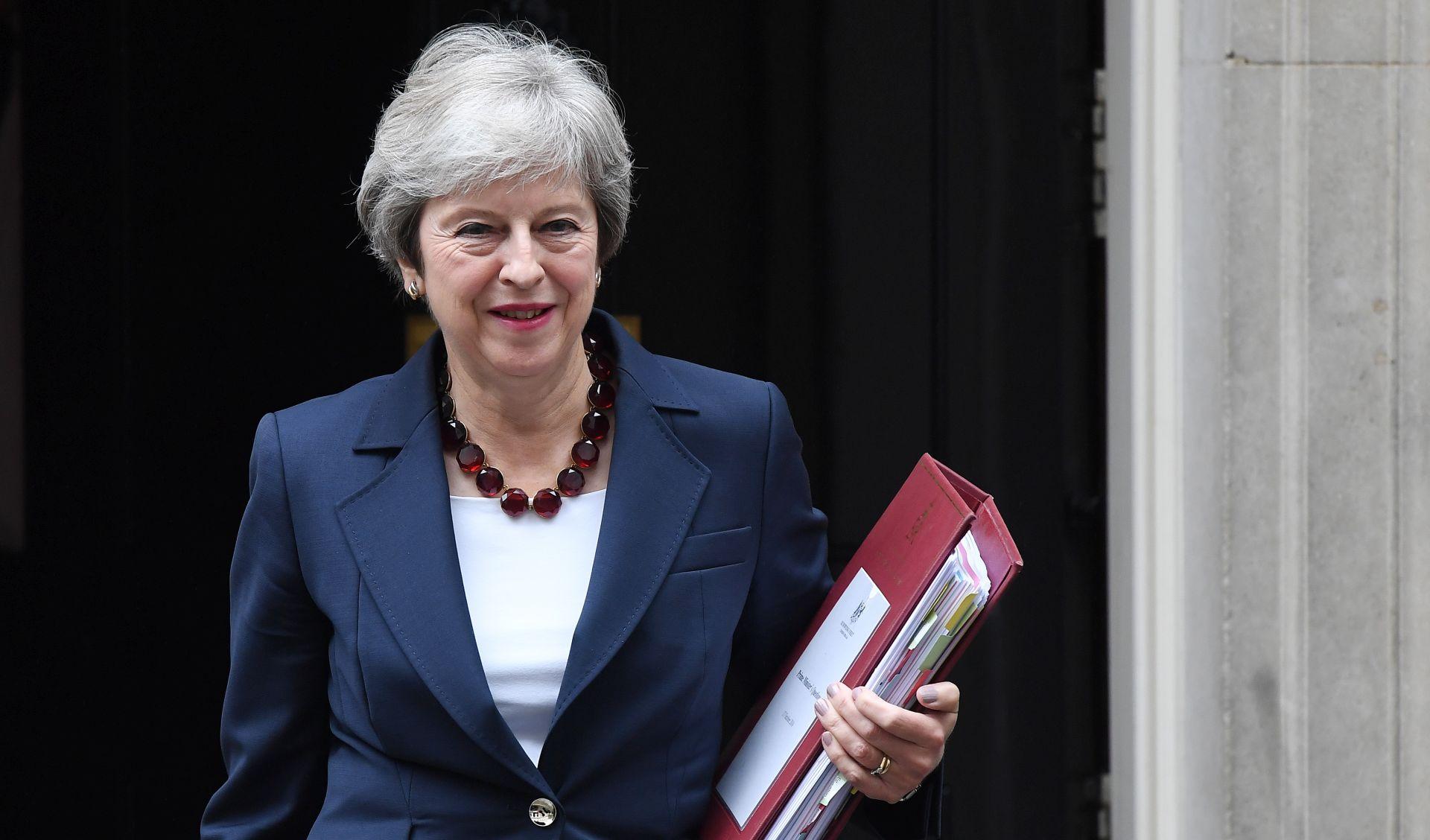 BREXIT Konzervativci skupljaju potporu za glasanje o povjerenju May