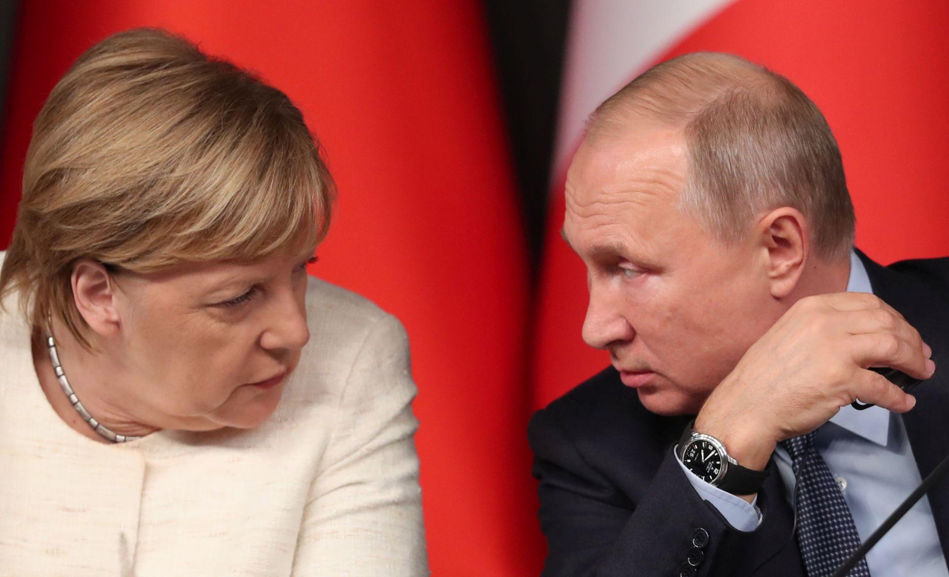Merkel nastoji smiriti napetosti između Rusije i Ukrajine
