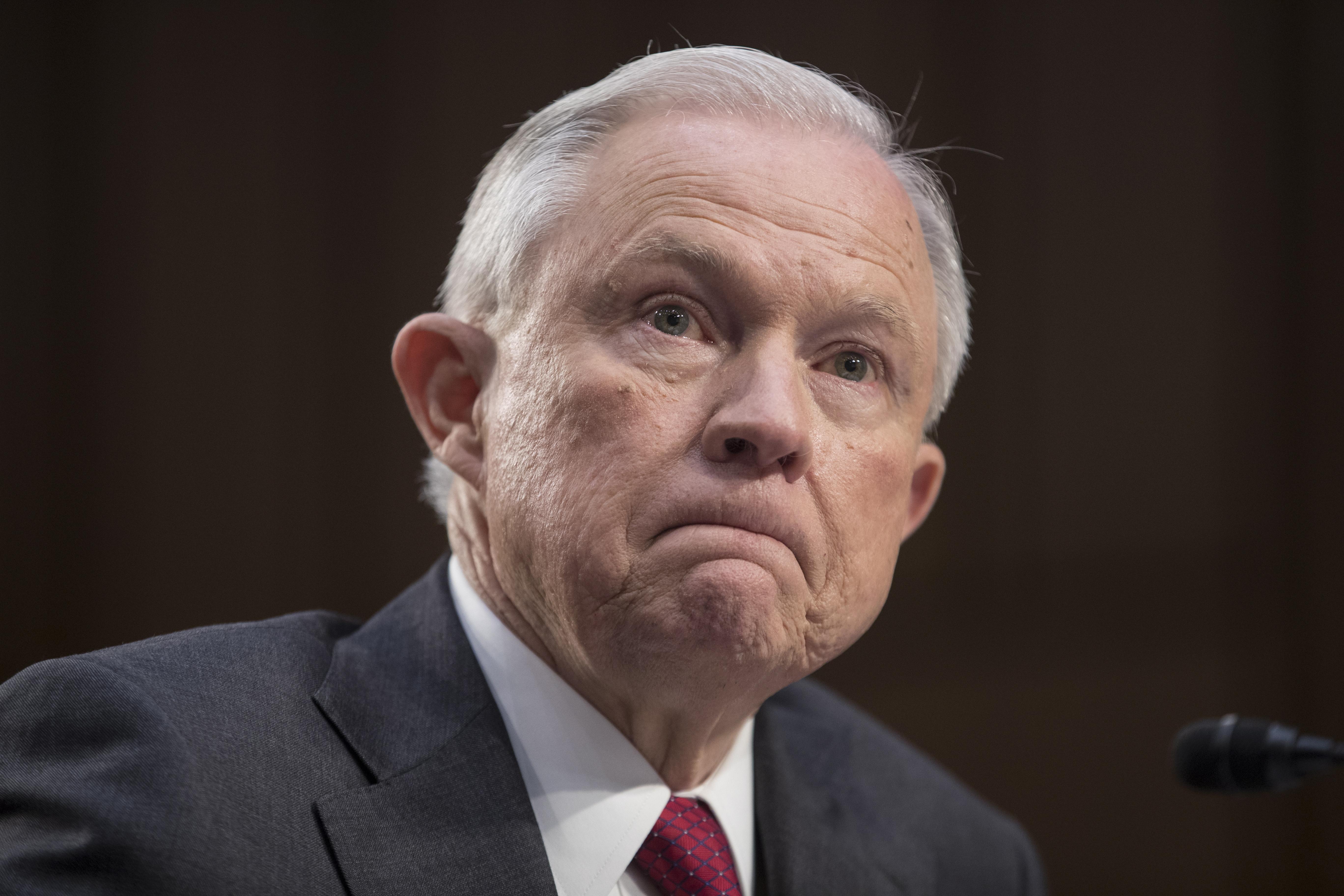 Istraga o ruskom uplitanju se nastavlja unatoč odlasku Sessionsa