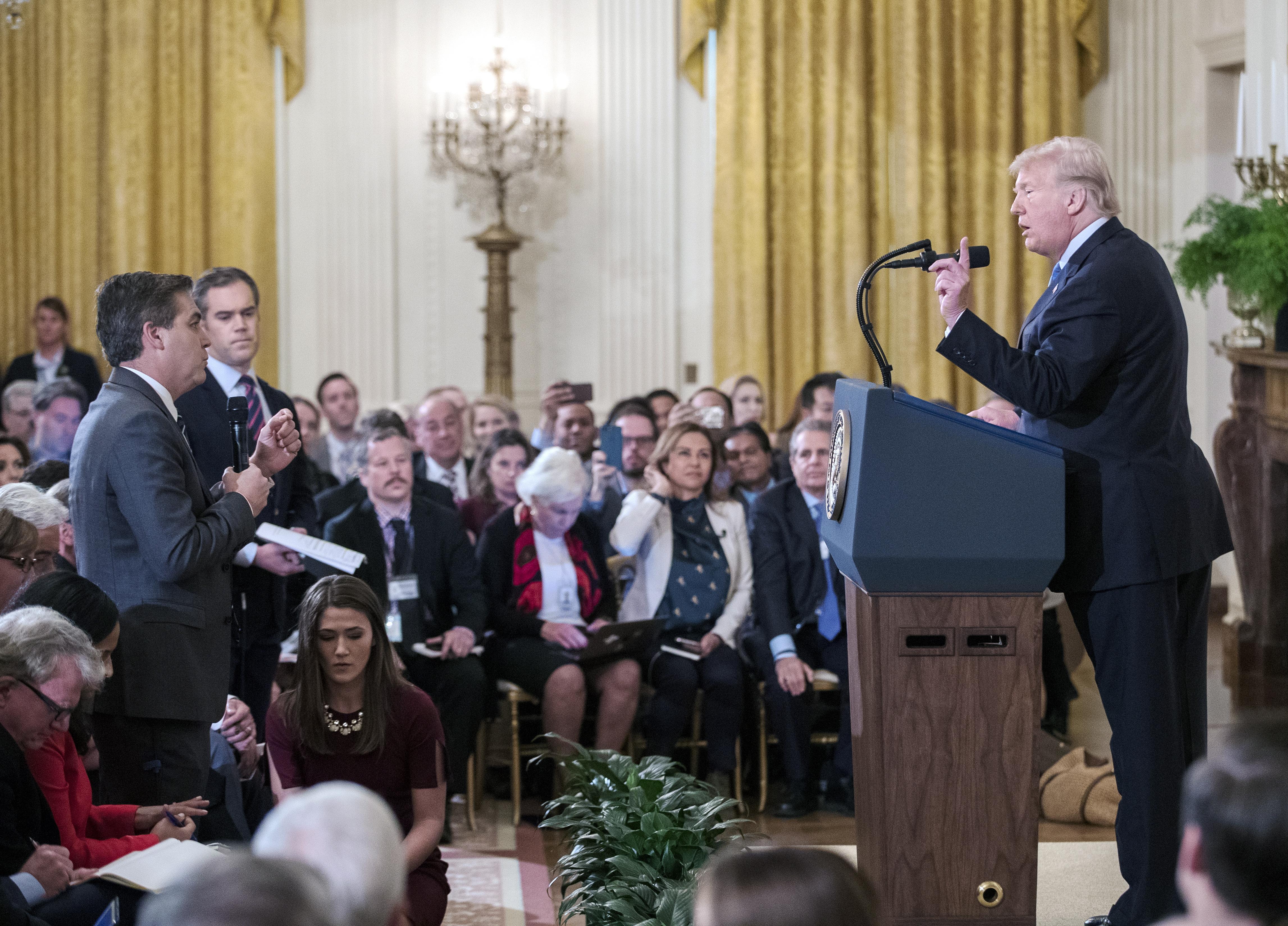 CNN tuži Bijelu kuću zbog povlačenja akreditacije Acosti