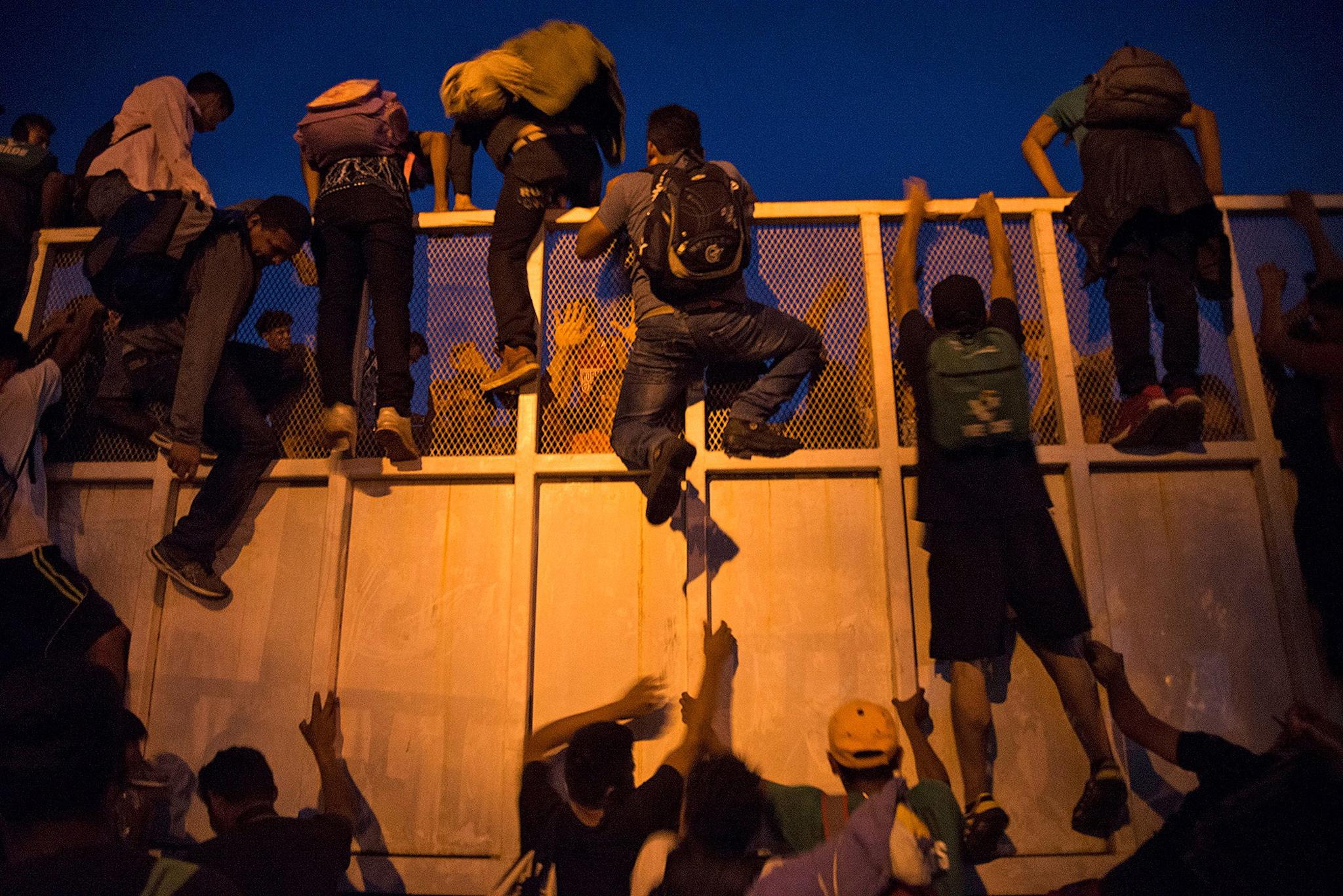 Više od pet tisuća srednjoameričkih migranata nastavlja put prema SAD-u