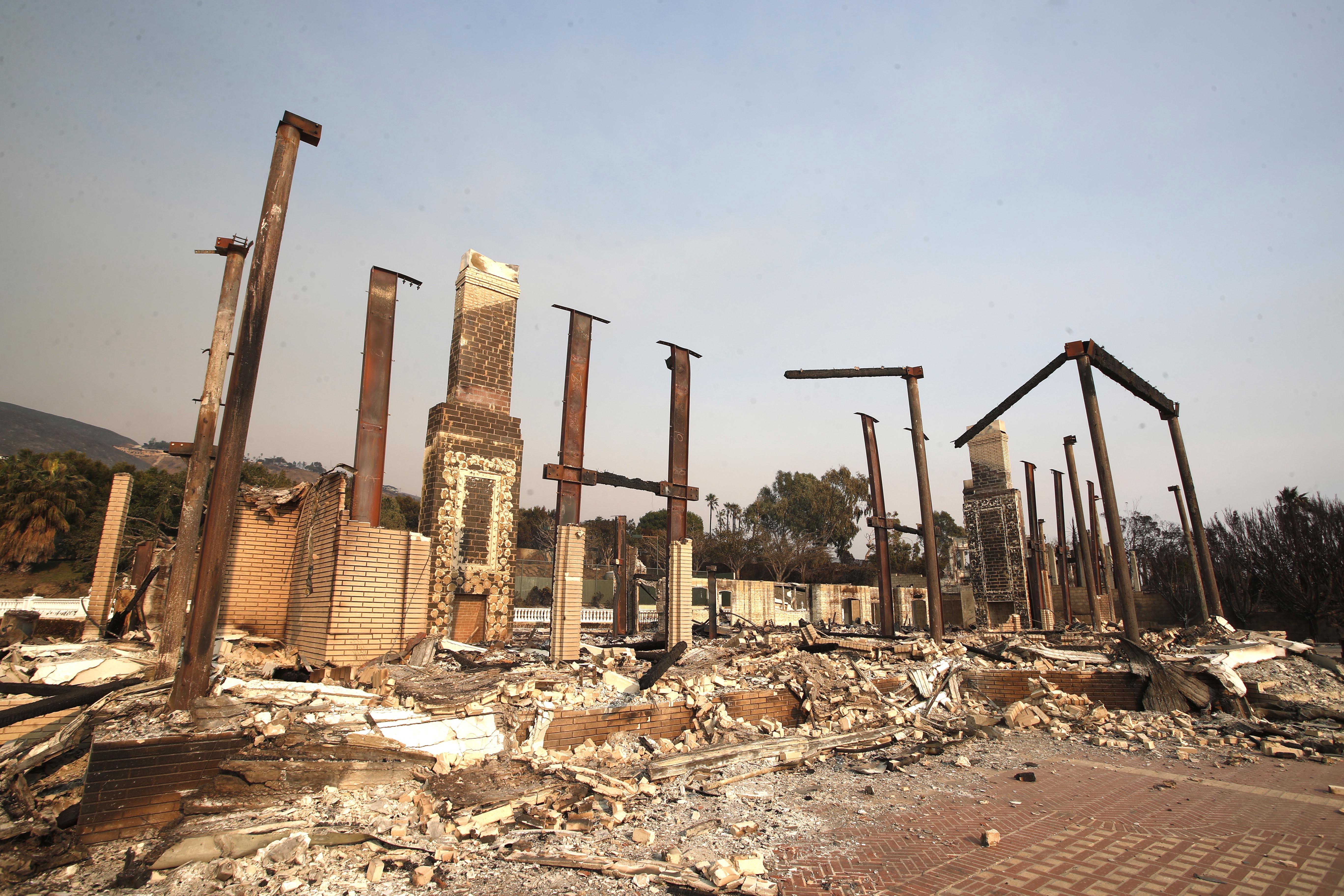 U požarima u Kaliforniji 23 mrtvih, Trump za požare optužio demokrate