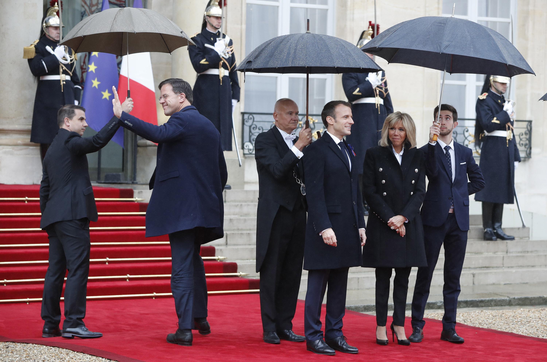 Emmanuel Macron i supruga primaju u Elizejskoj palači svjetske čelnike