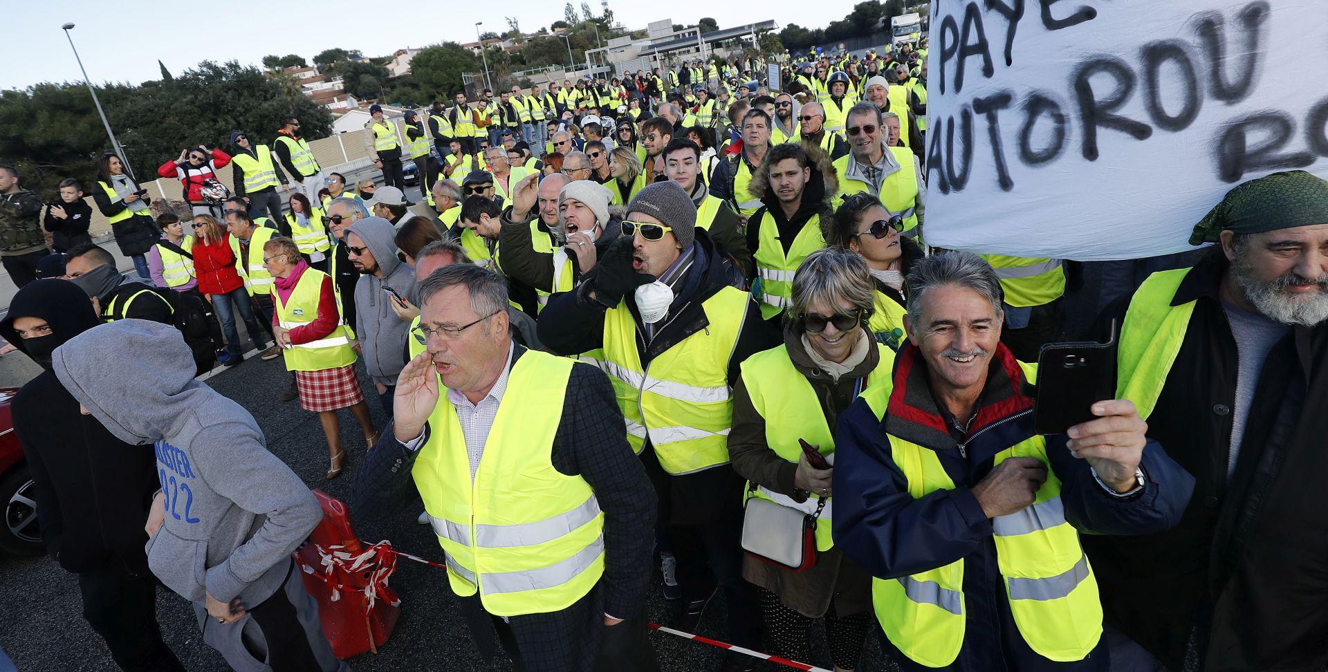 """""""ŽUTI PRSLUCI"""" Više od 280 tisuća ljudi prosvjedovalo u Francuskoj"""