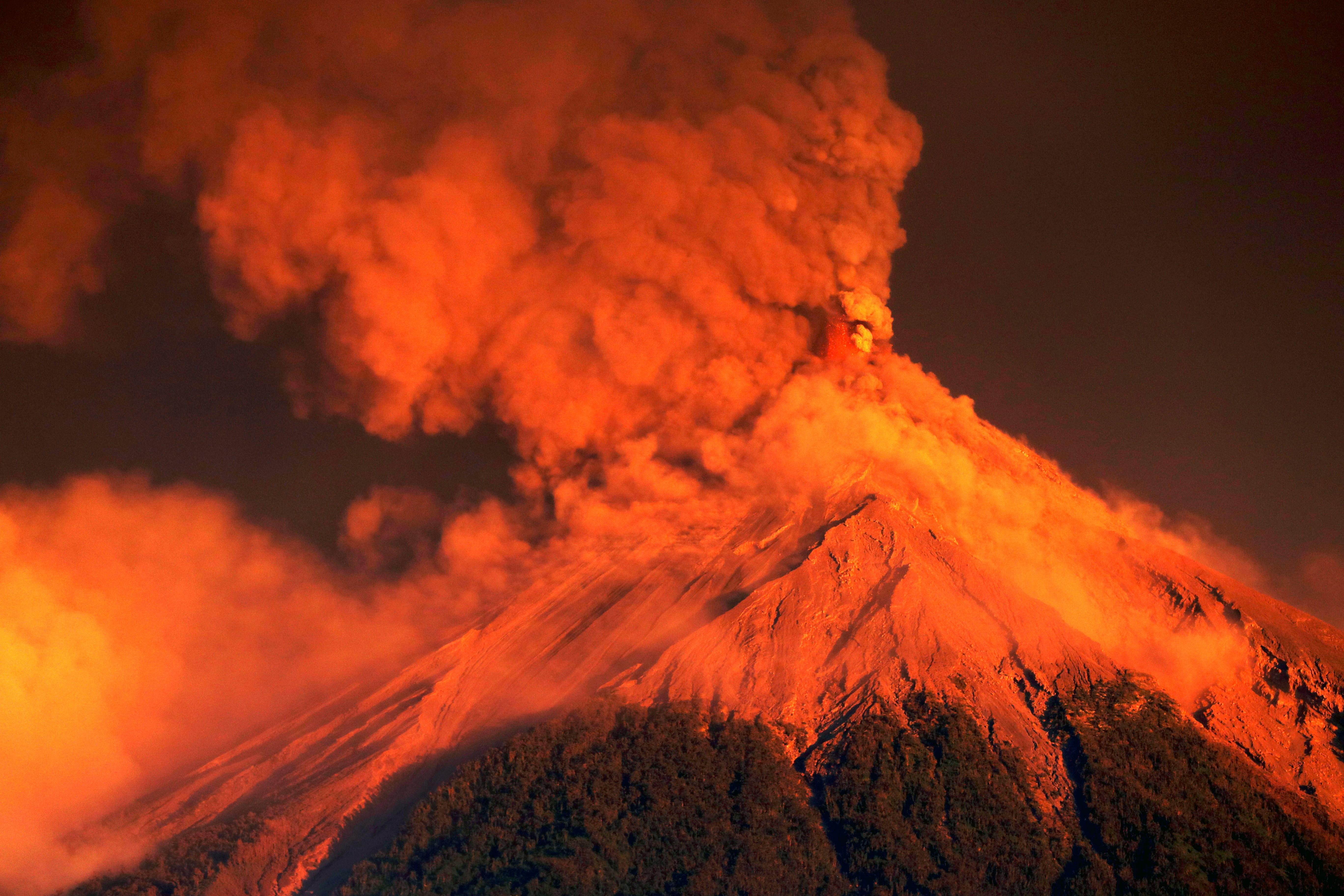 Erupcija vulkana Fuego u Gvatemali, evakuirano 4000 stanovnika