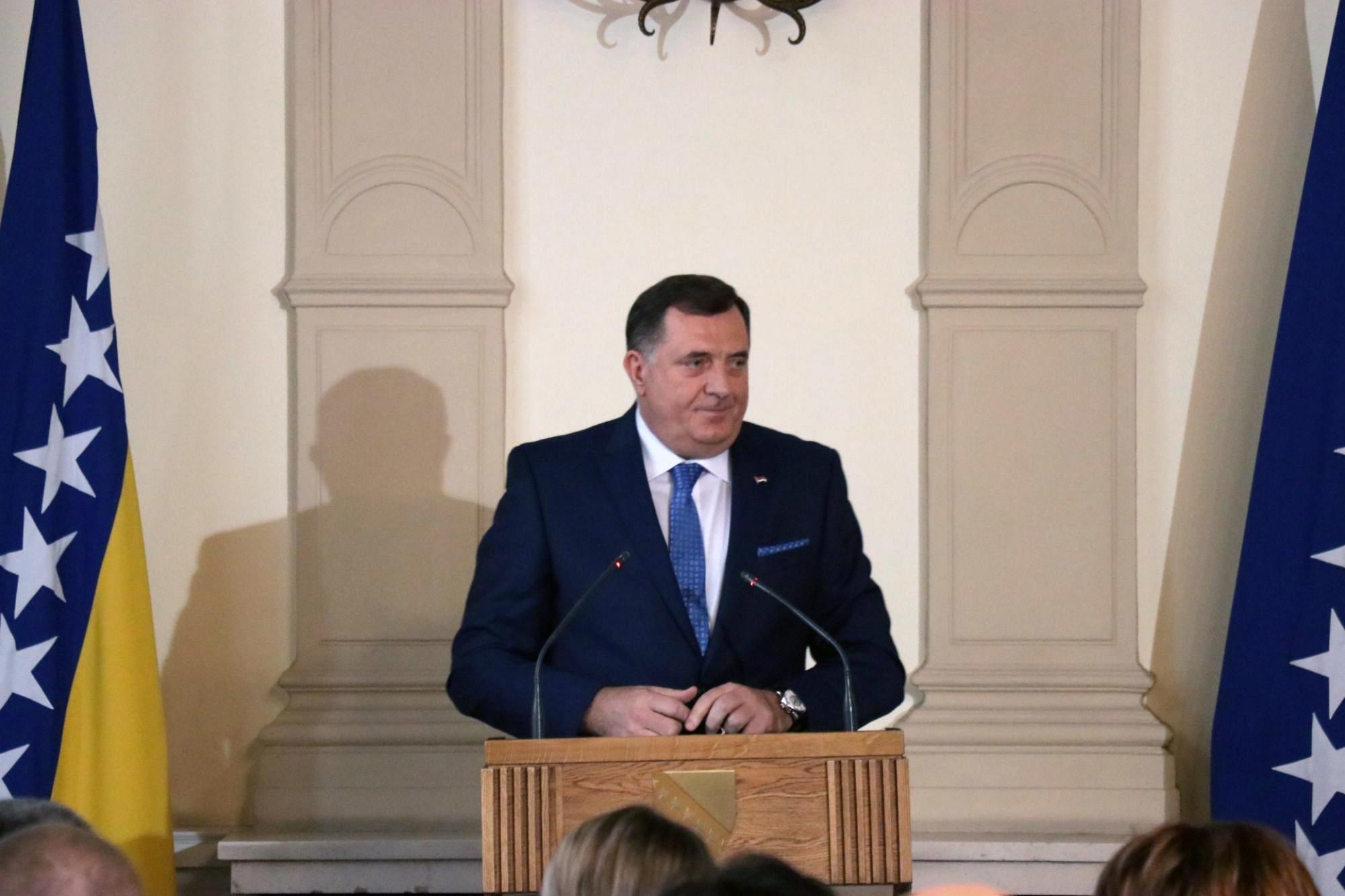 Kaotični prvi dani presjedavanja Milorada Dodika