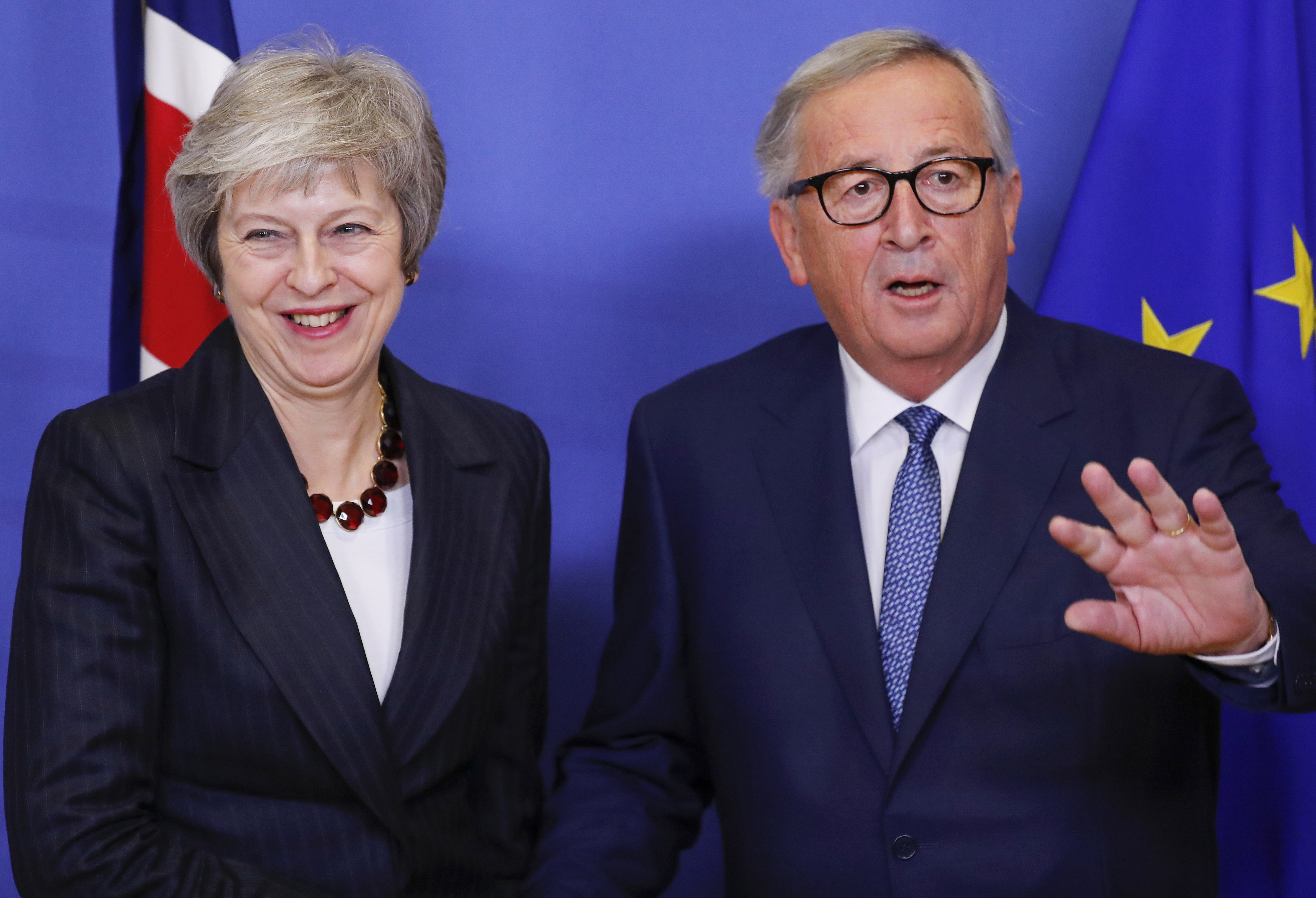 Theresa May u Bruxellesu s Junckerom i Tuskom