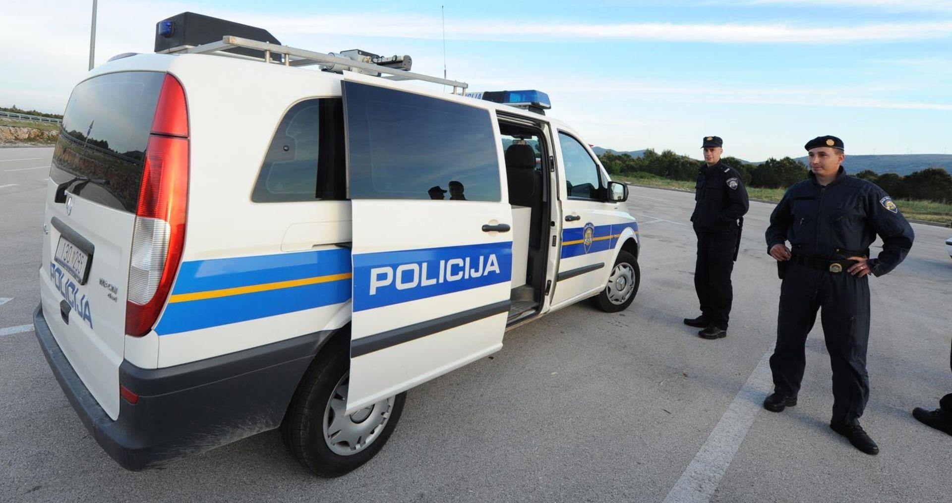 Policija blokirala autocestu kod Karlovca, u kamionu nađeni migranti
