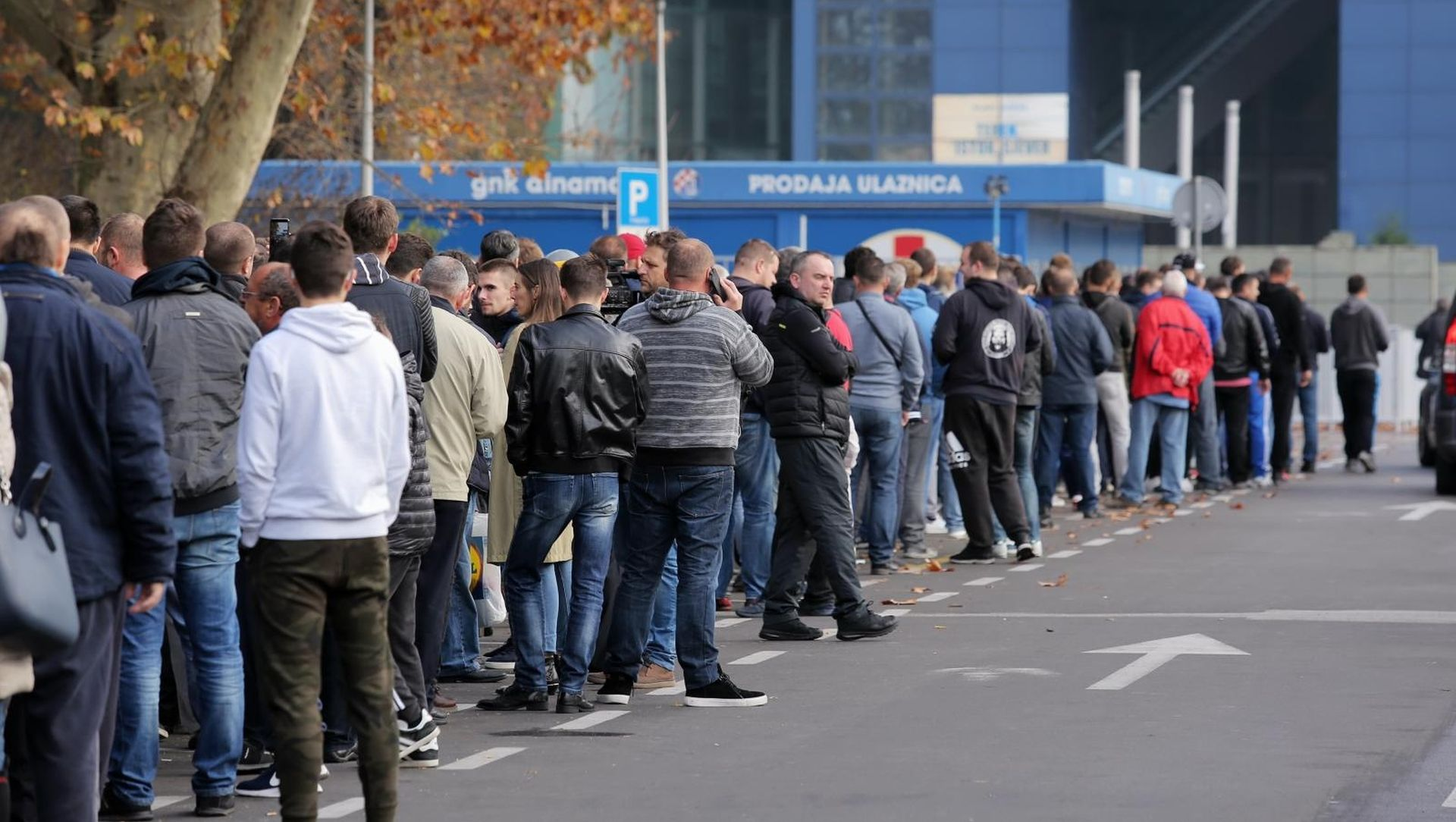 FOTO: U prodaji ulaznice za Spartak, velik broj navijača ispred Maksimira