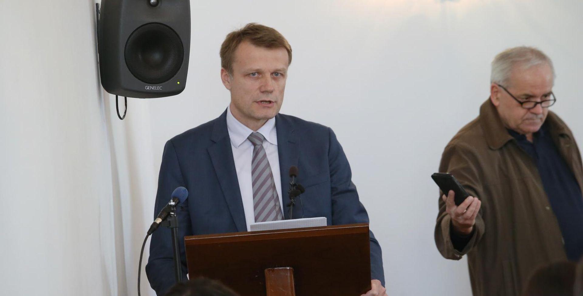 Novak će posjetiti 3. maj; za plaće Vlada nema instrumenata