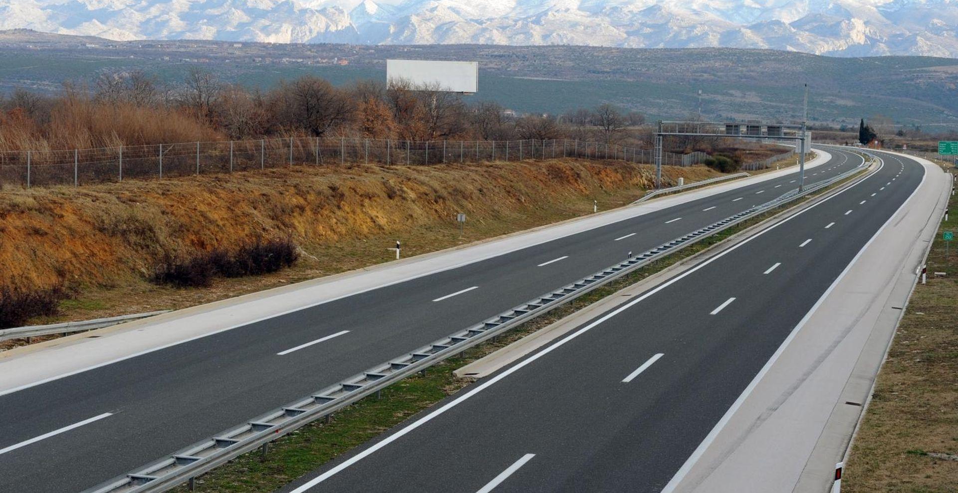 Jak vjetar na autocestama, magla smanjuje vidljivost