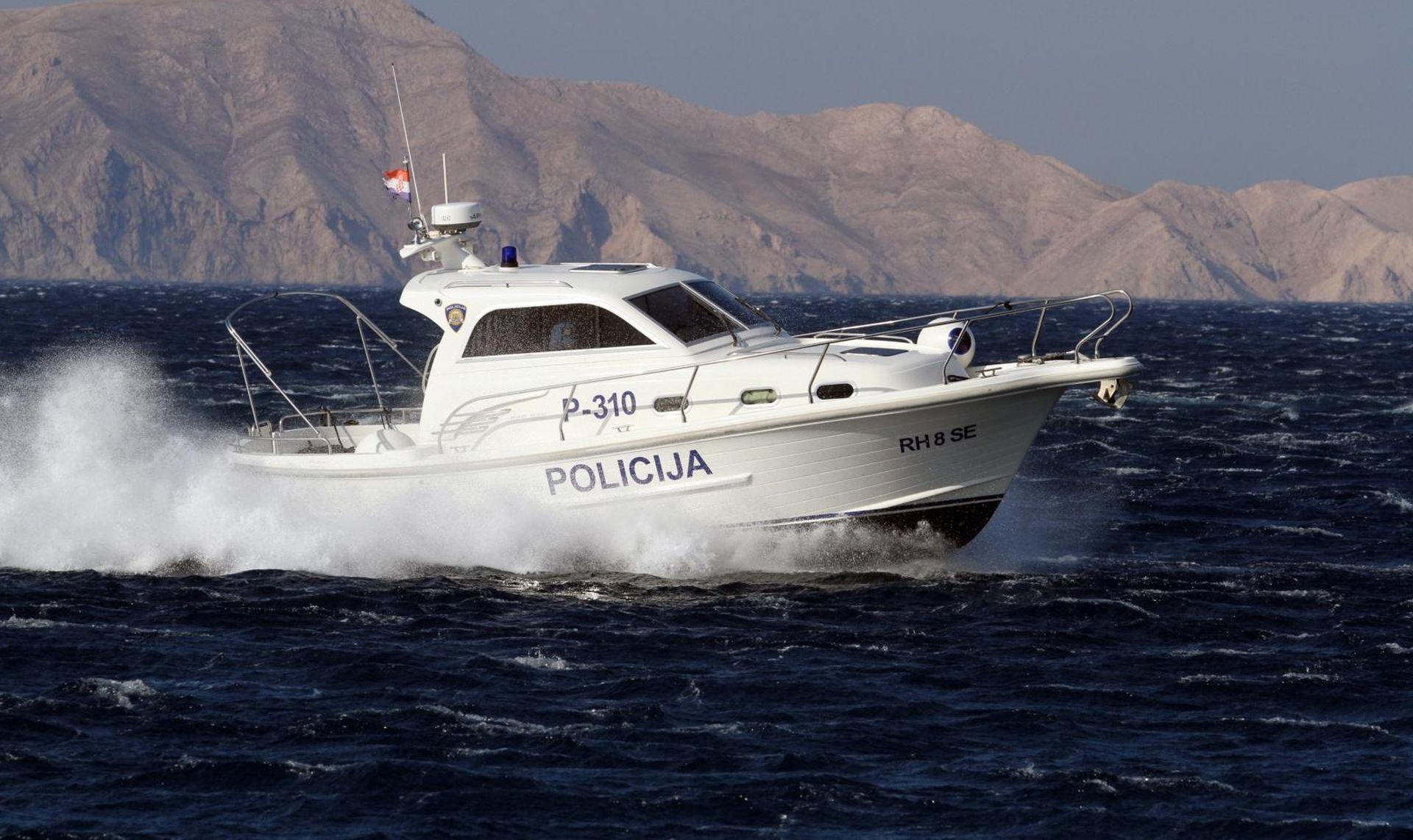 Policija iz mora izvukla 156 kilograma marihuane