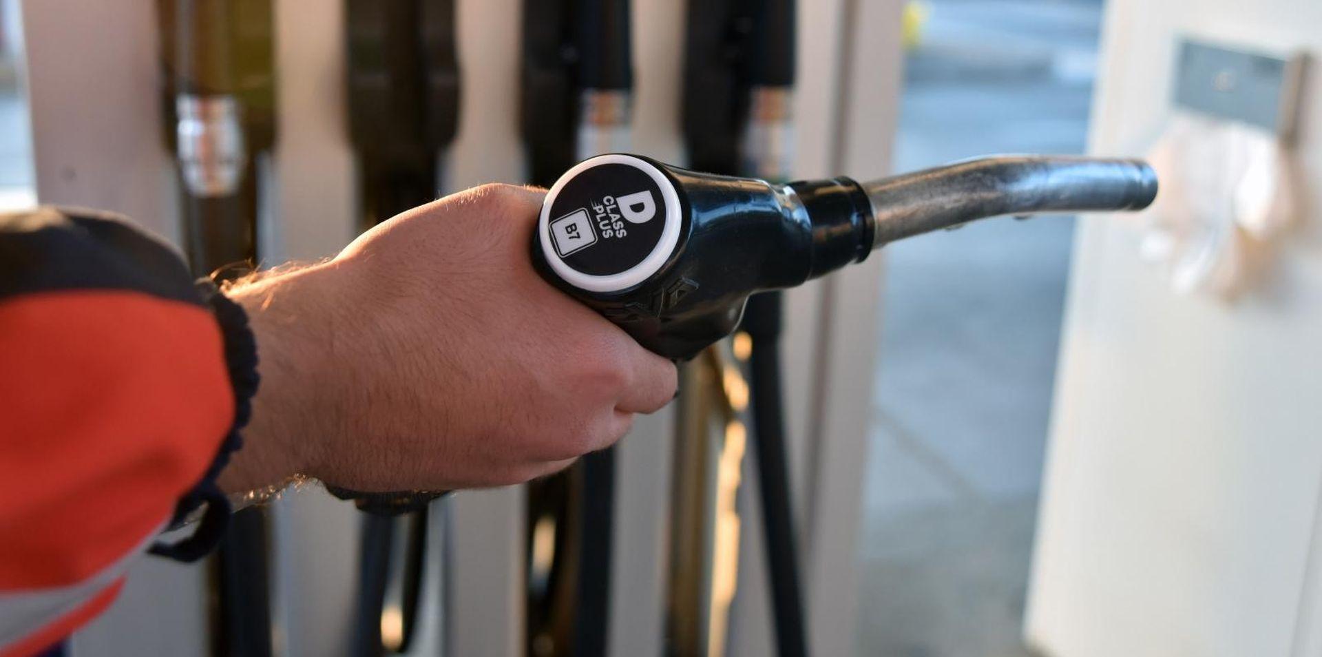 Od jutros jeftinije gorivo, benzin još uvijek jeftiniji od dizela