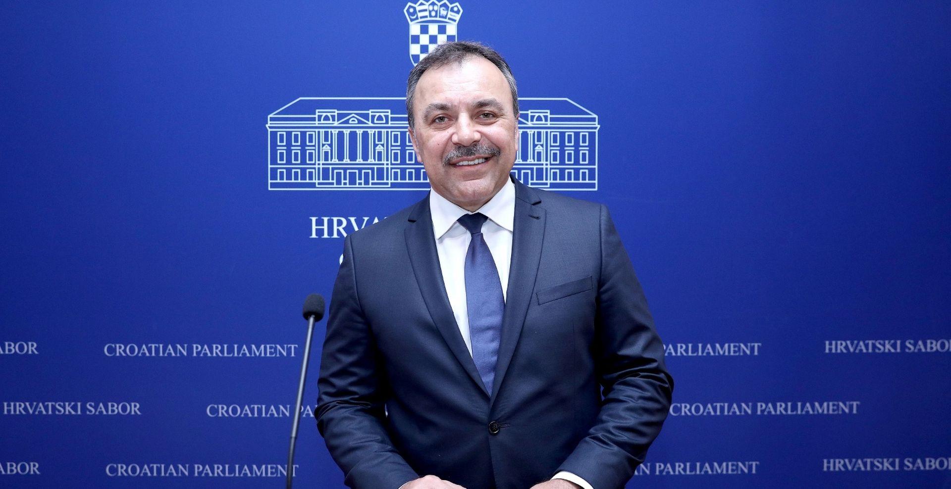 Orepić traži ocjenu ustavnosti Zakona o poljoprivrednom zemljištu