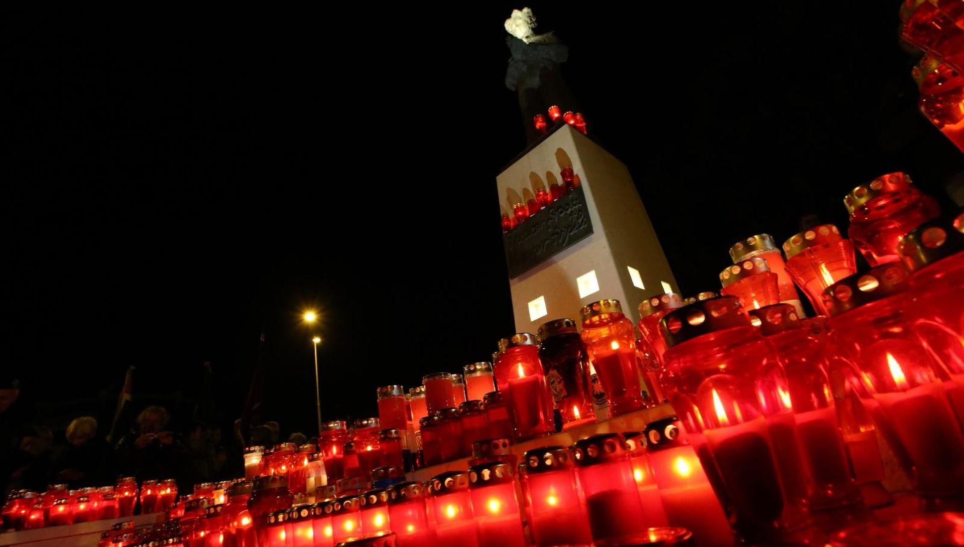 SPLIT I u mom gradu svijetli Vukovar
