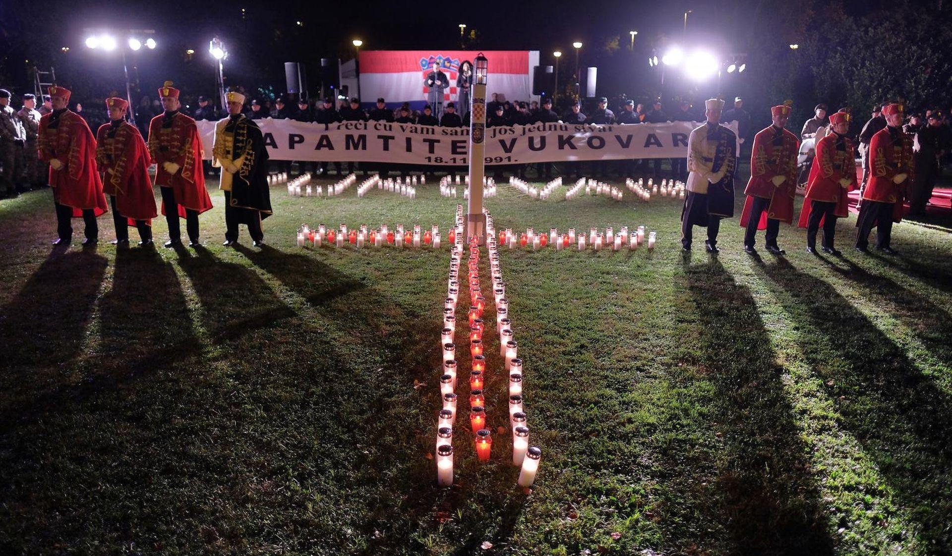Zagreb se sjeća žrtve Vukovara, premijer zapalio svijeću
