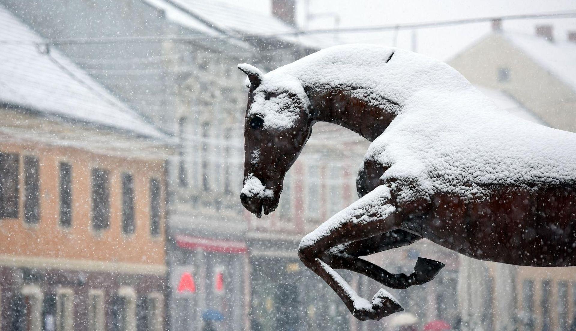 Stiže pad temperatura i olujna bura, moguć i snijeg
