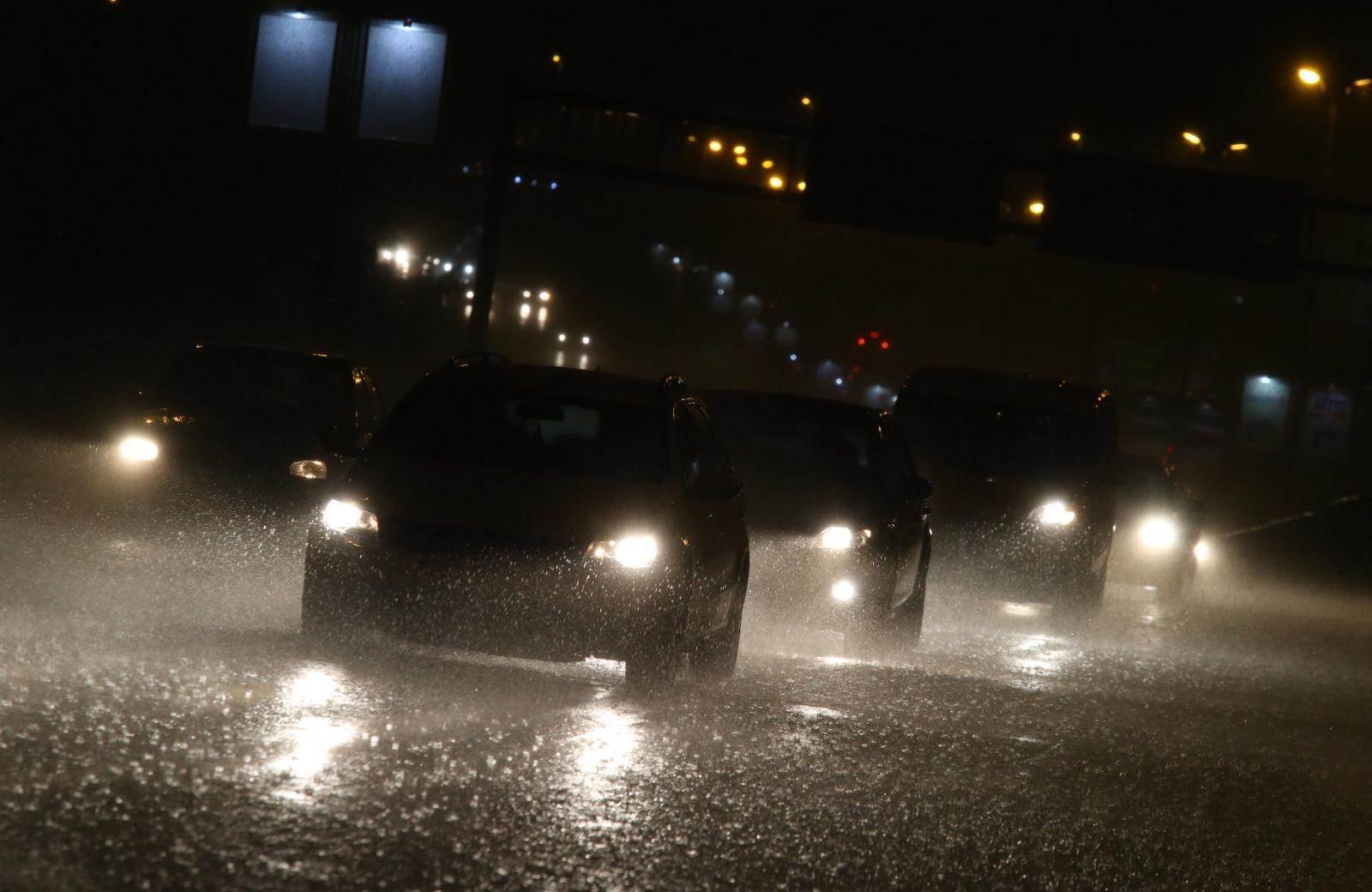 Obilna kiša u Splitu, dvadesetak intervencija vatrogasaca