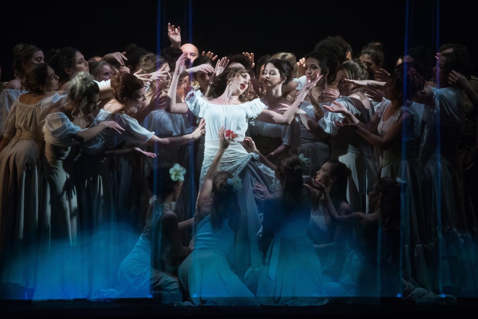 """U osječkom HNK-u premijerno izvedena opera """"Carmen"""""""