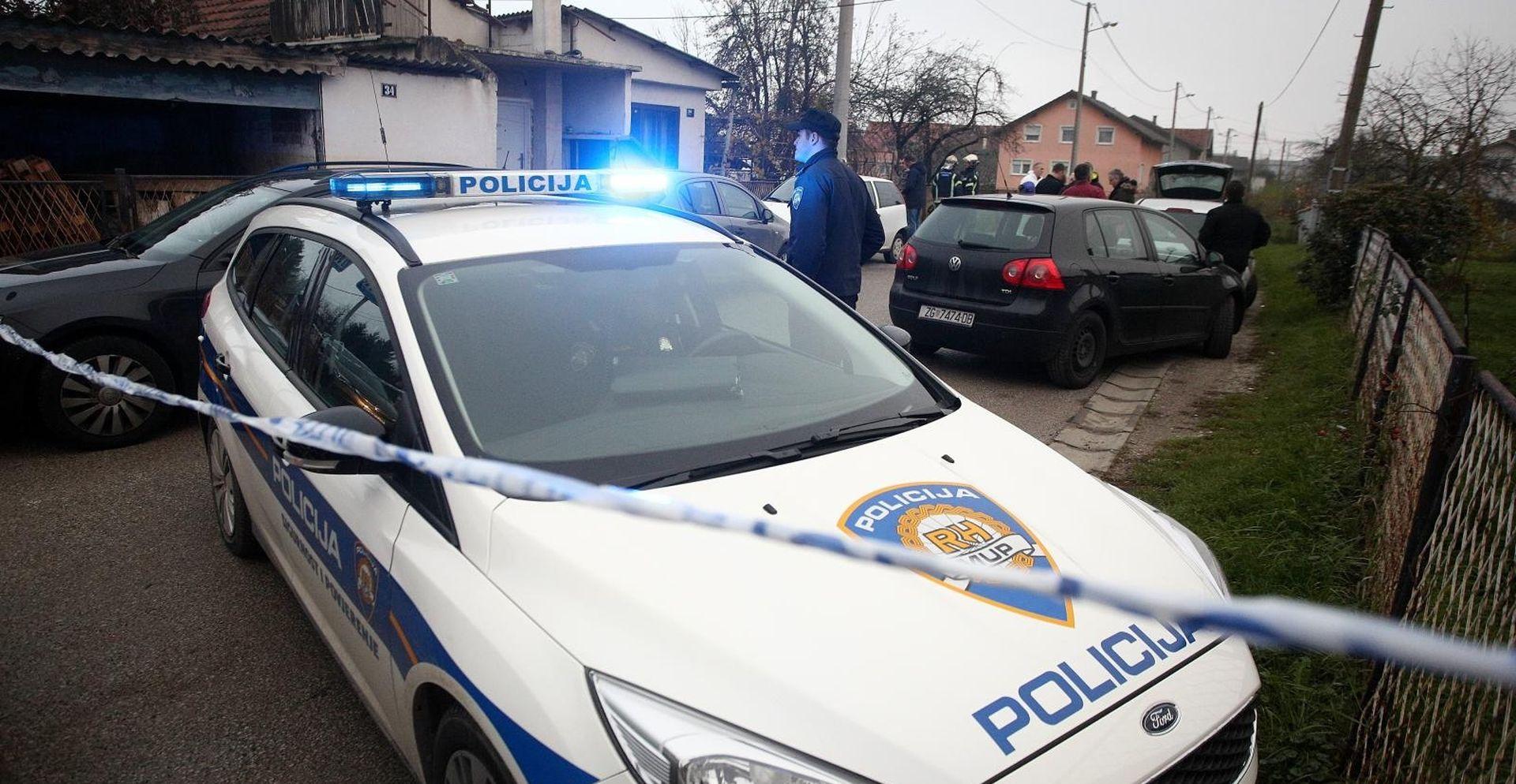 Policija traga za ubojicom žene i posinka u Strugama