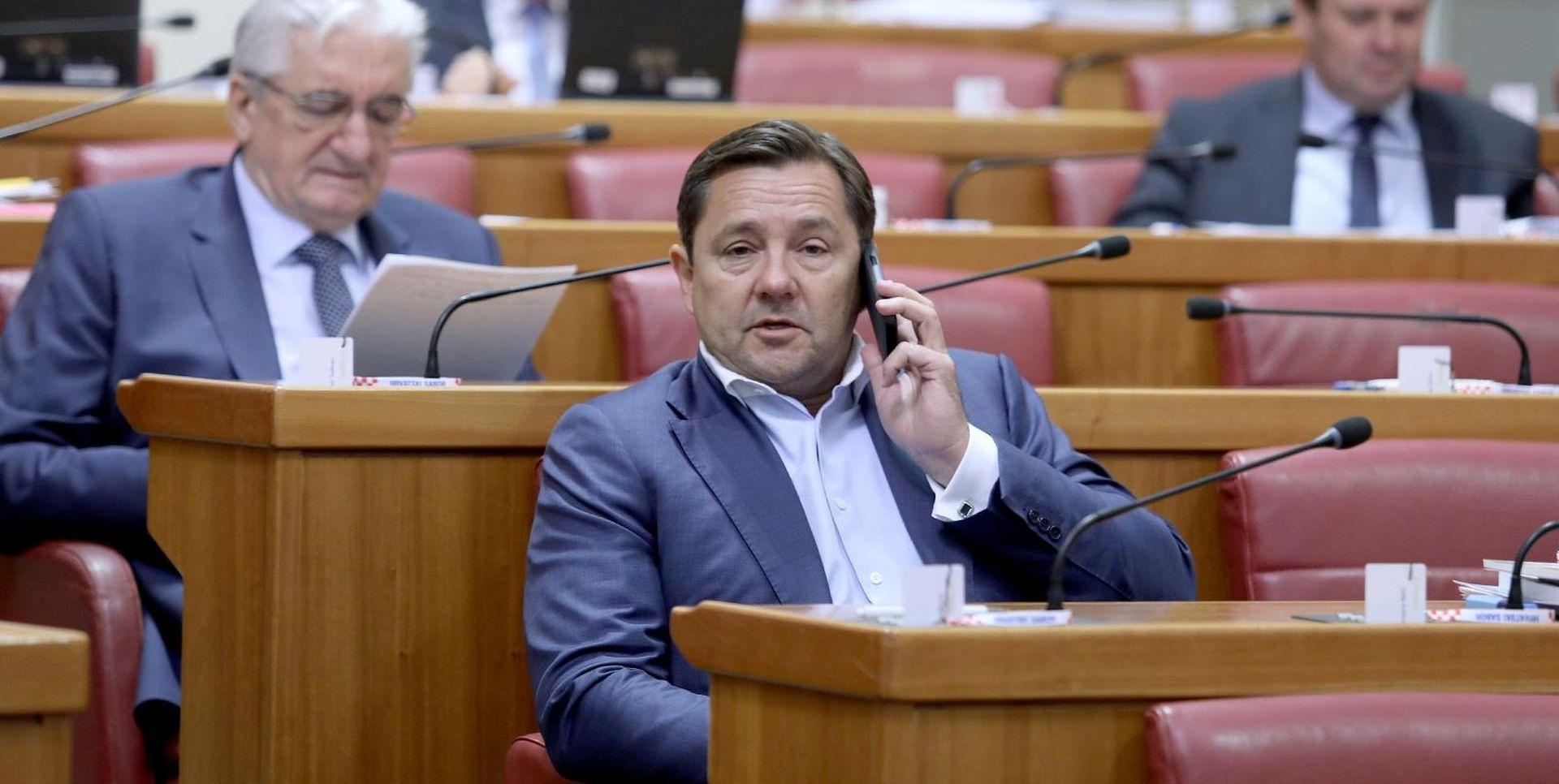 MIKULIĆ 'Dok je bio ministar, Maras je imao poseban lift'