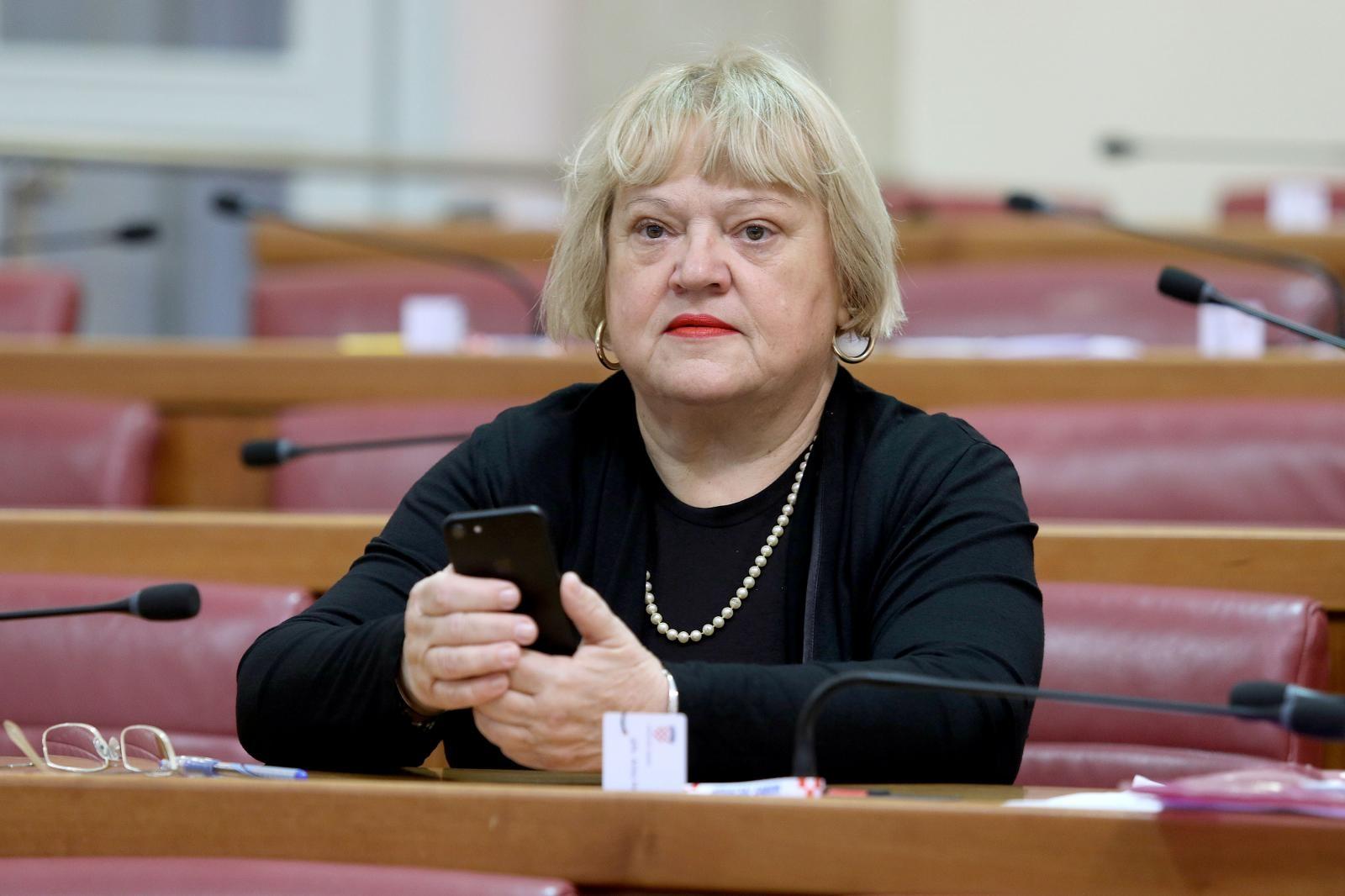 Mrak-Taritaš poručila Bandiću da skuplja otpad, a ne otpadnike