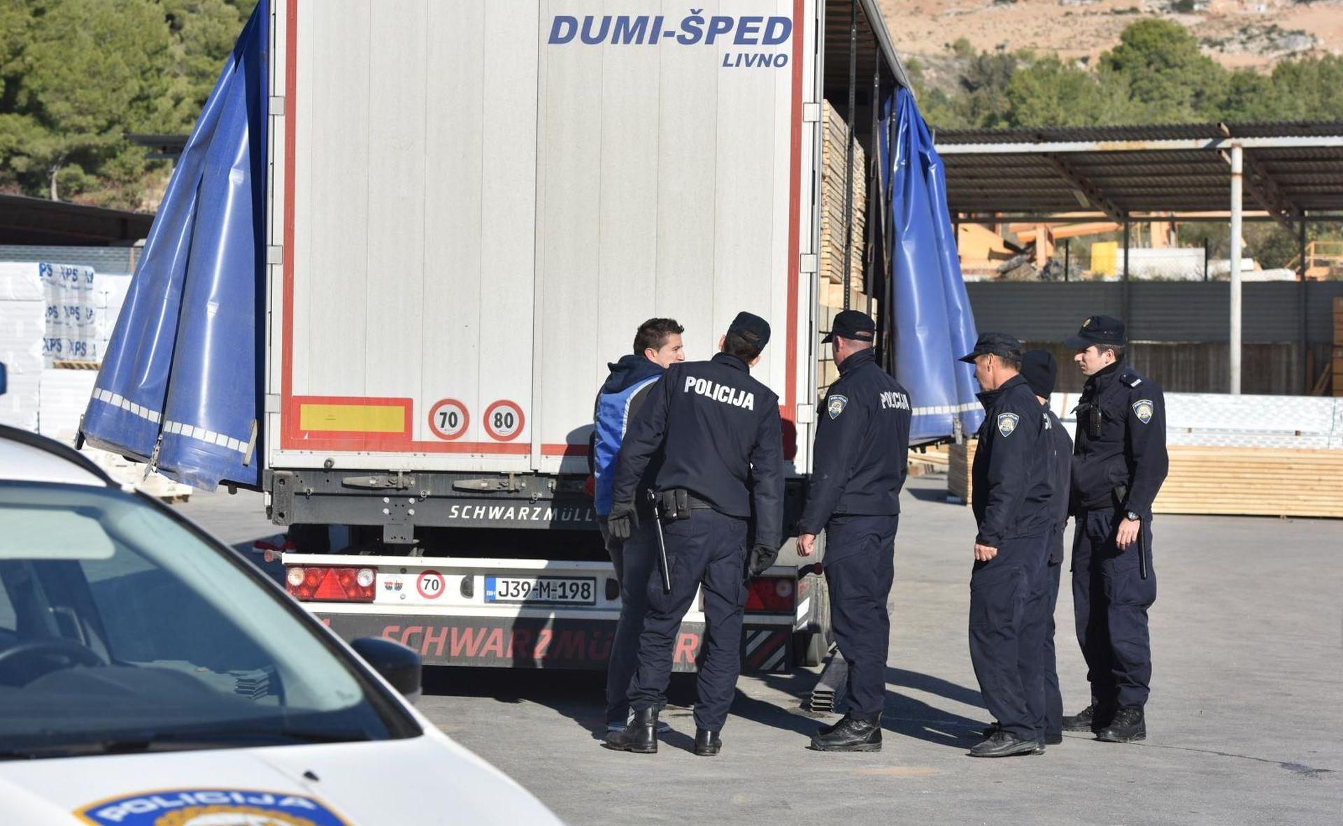 ISKOČILI IZ TERETNJAKA Šibenska policija uhvatila migrante