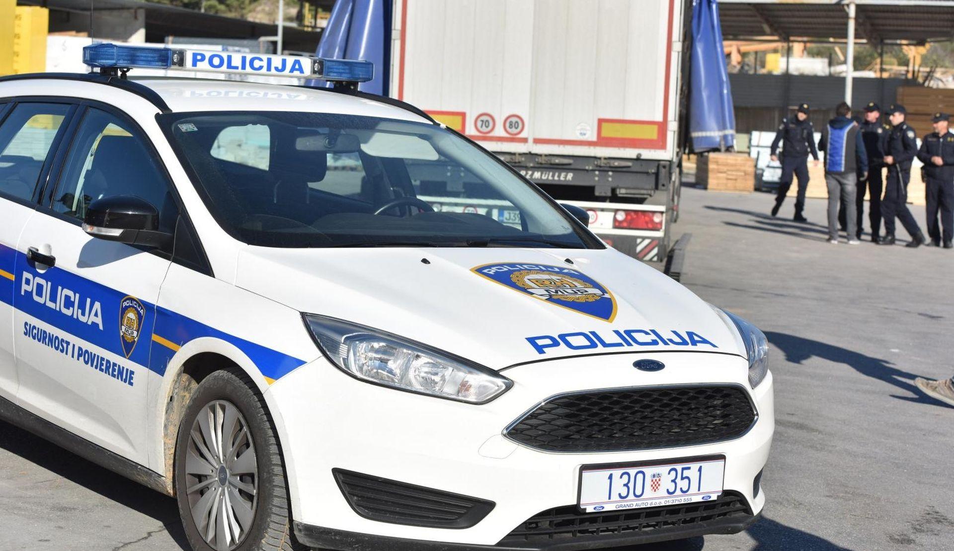 Šibenska policija traga za migrantima koji su iskočili iz teretnjaka