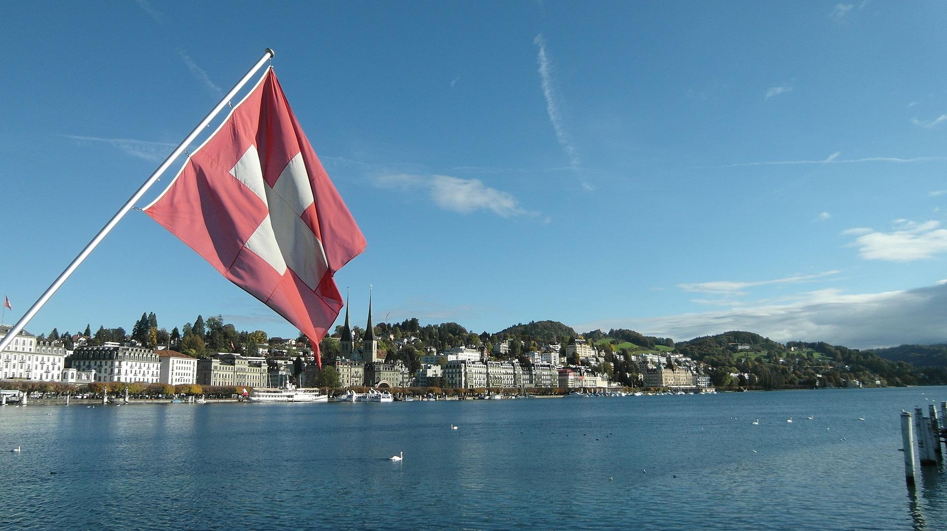 Švicarci na referedumu o špijunima osiguravateljskih kuća
