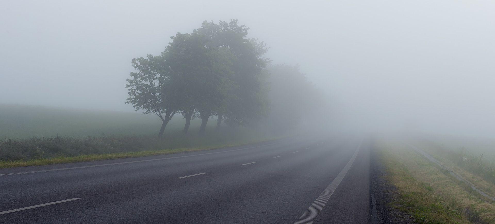 Magla smanjuje vidljivost, olujni vjetar otežava promet
