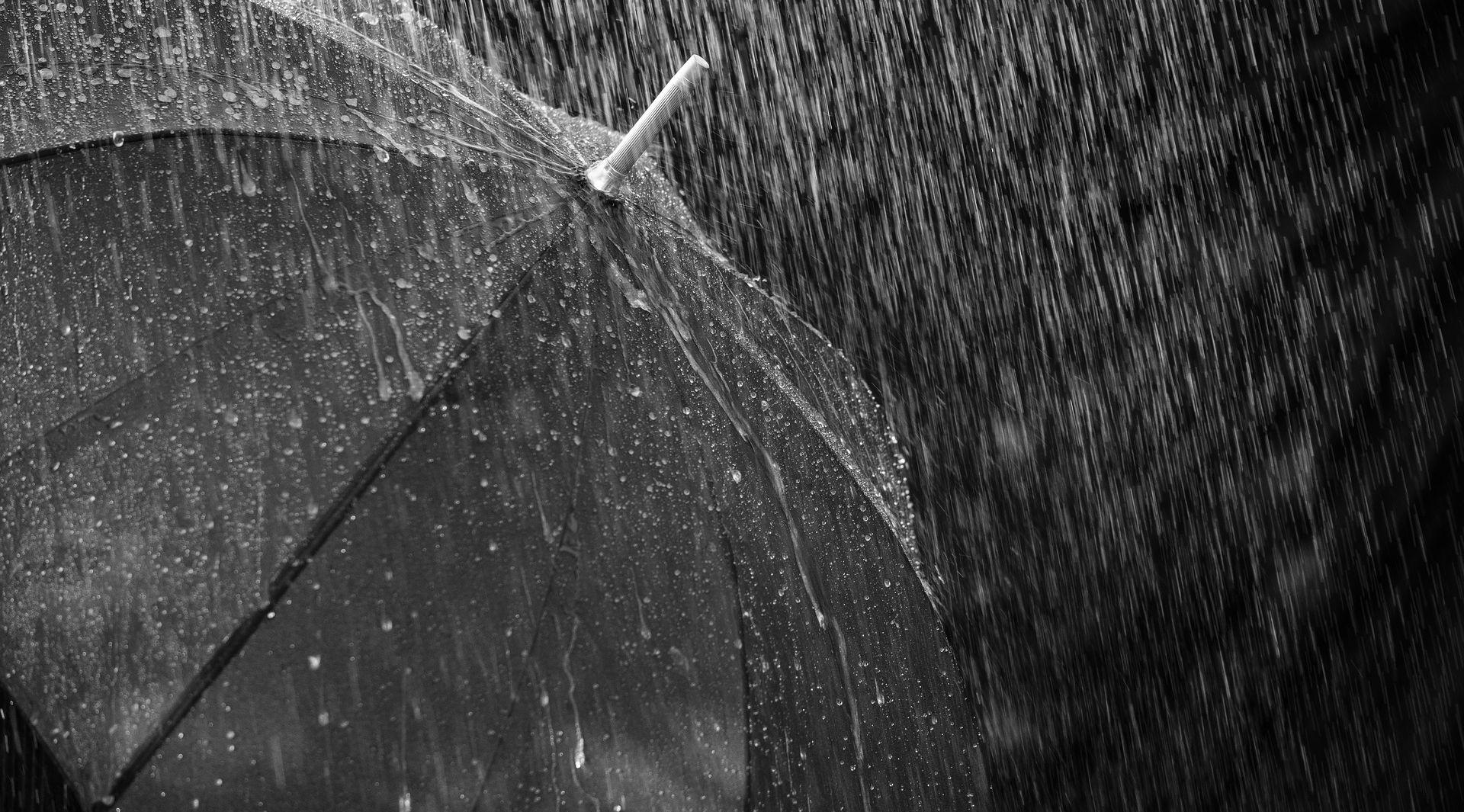 Pretežno oblačno s povremenom kišom