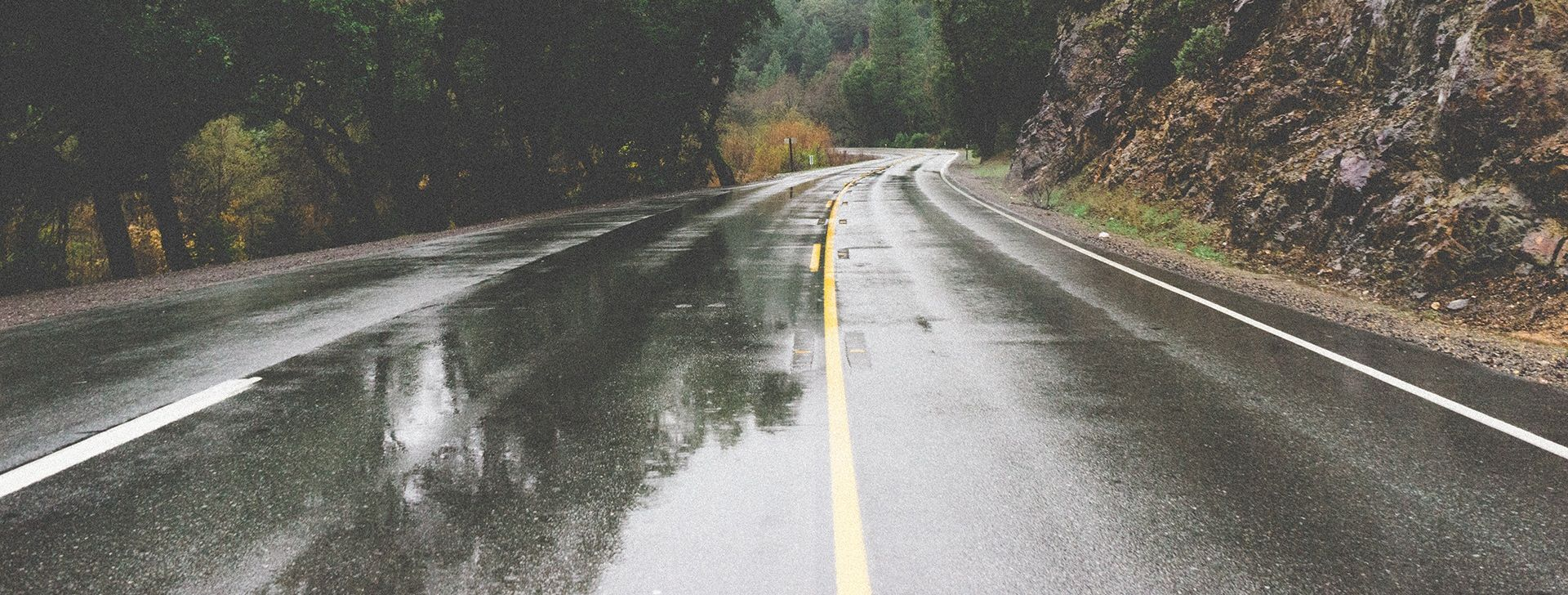 VOZAČI, OPREZ! Ceste su mokre i skliske