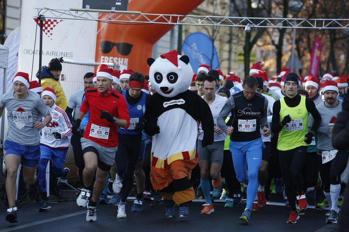 ZAGREB ADVENT RUN Kostimirani sudionici trče za dijabetičare