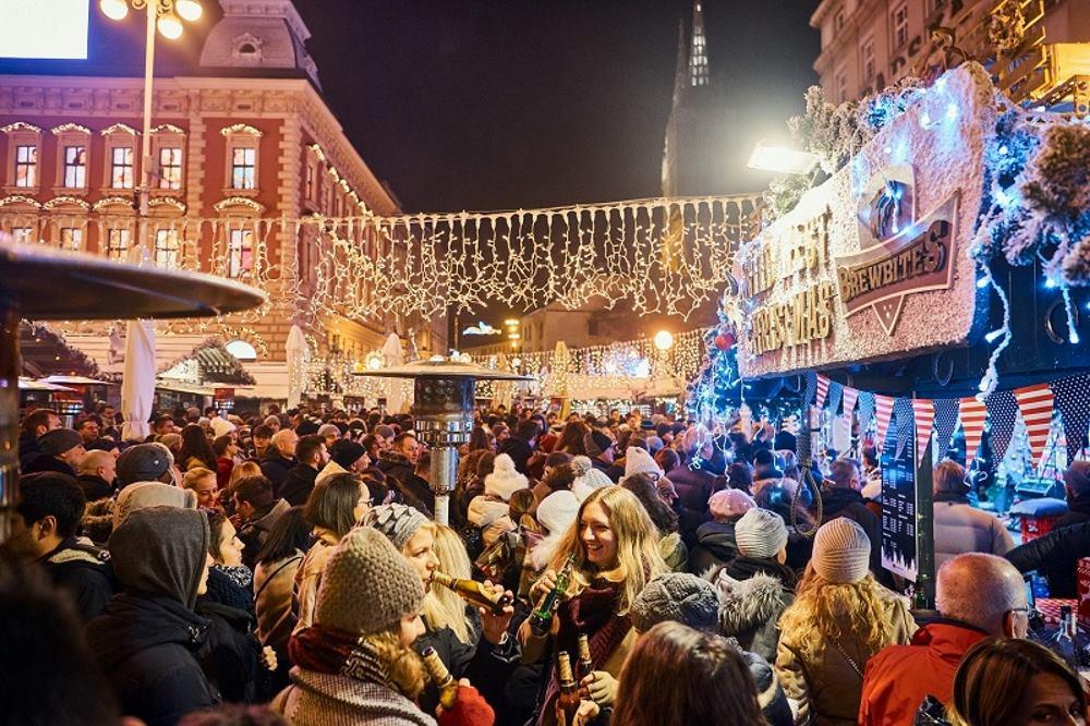 FOTO: Započeo program 'Božićna bajka' na zagrebačkom Jelačićevom trgu