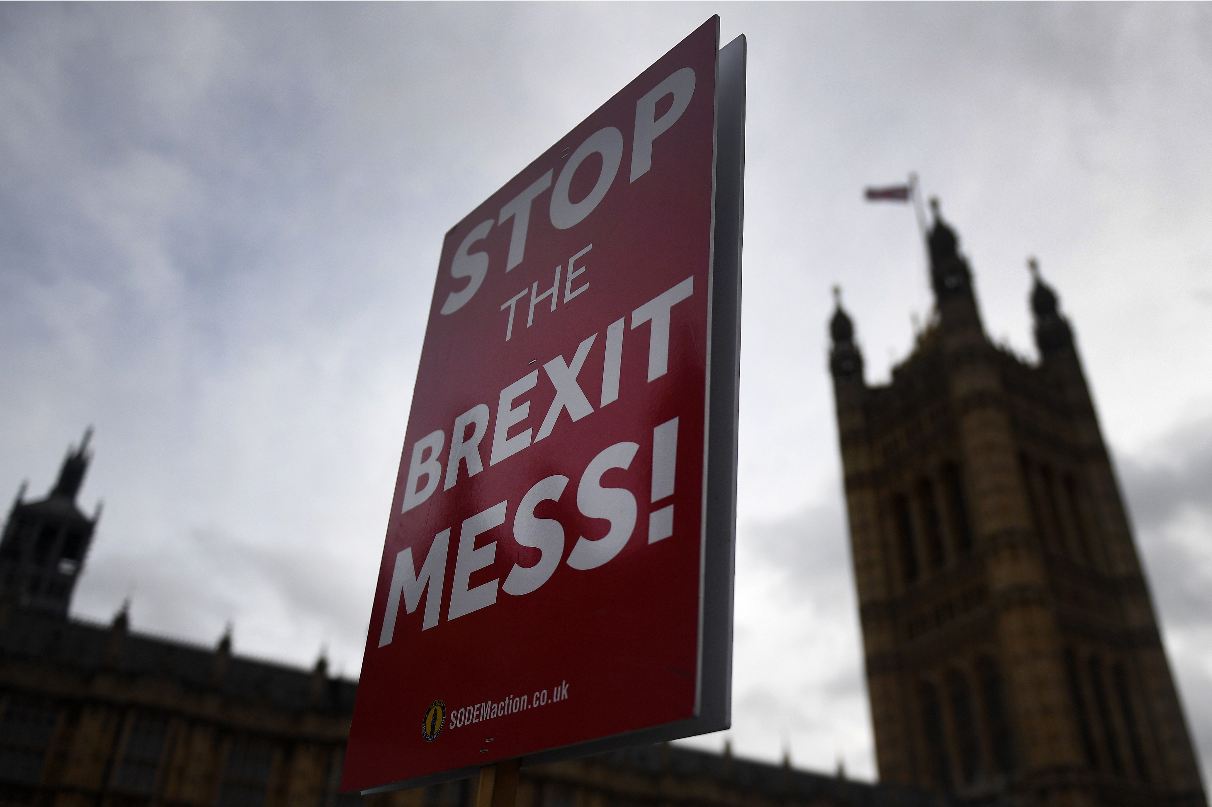 Britanski zastupnici predali milijun glasova za novi referendum o Brexitu