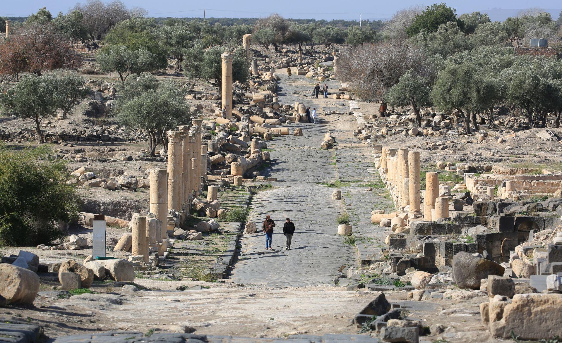 Na istoku Sirije pronađeno sedam masovnih grobnica