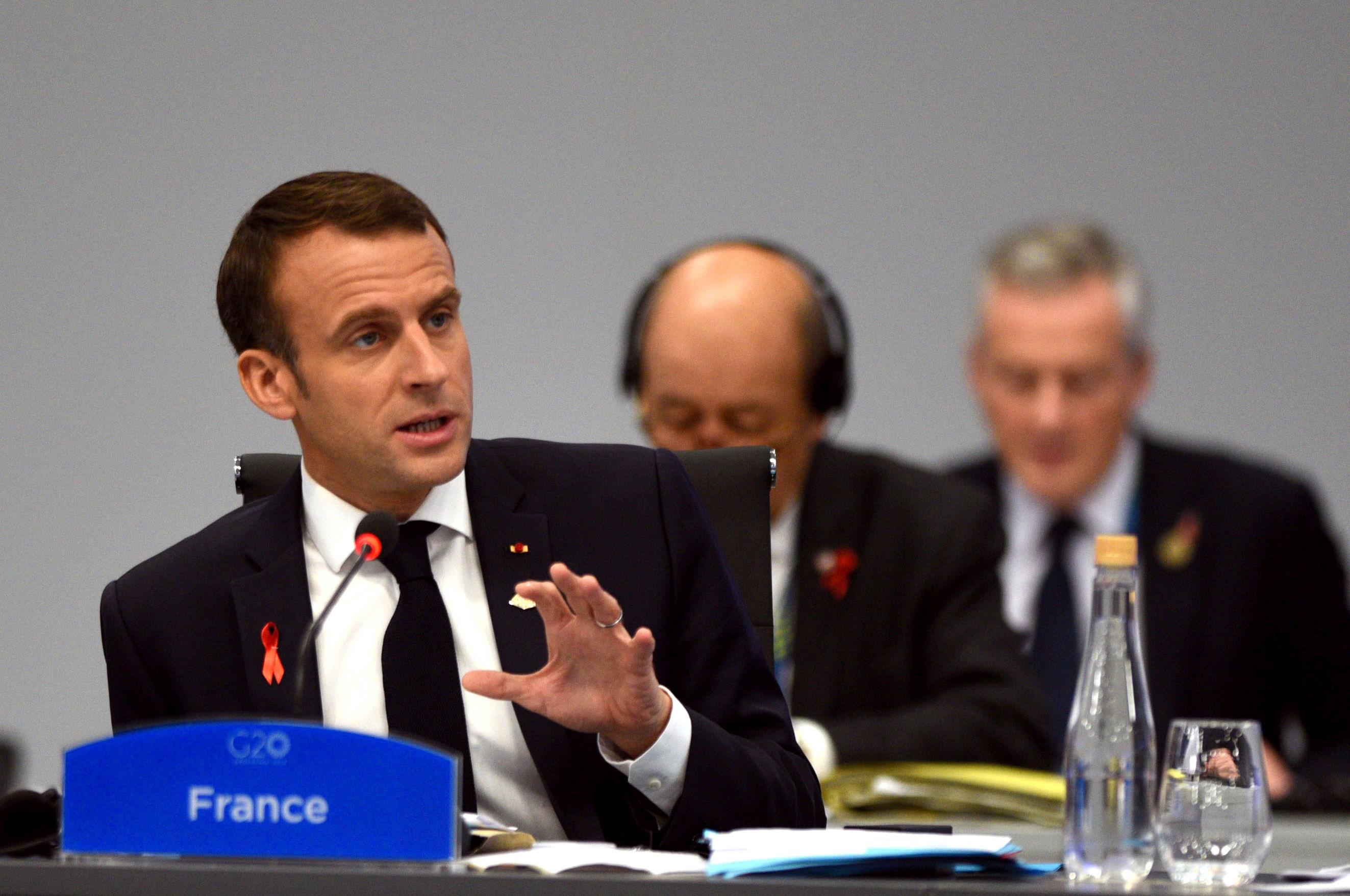 """Macron poručio prosvjednicima da """"nikada neće pristati na nasilje"""""""