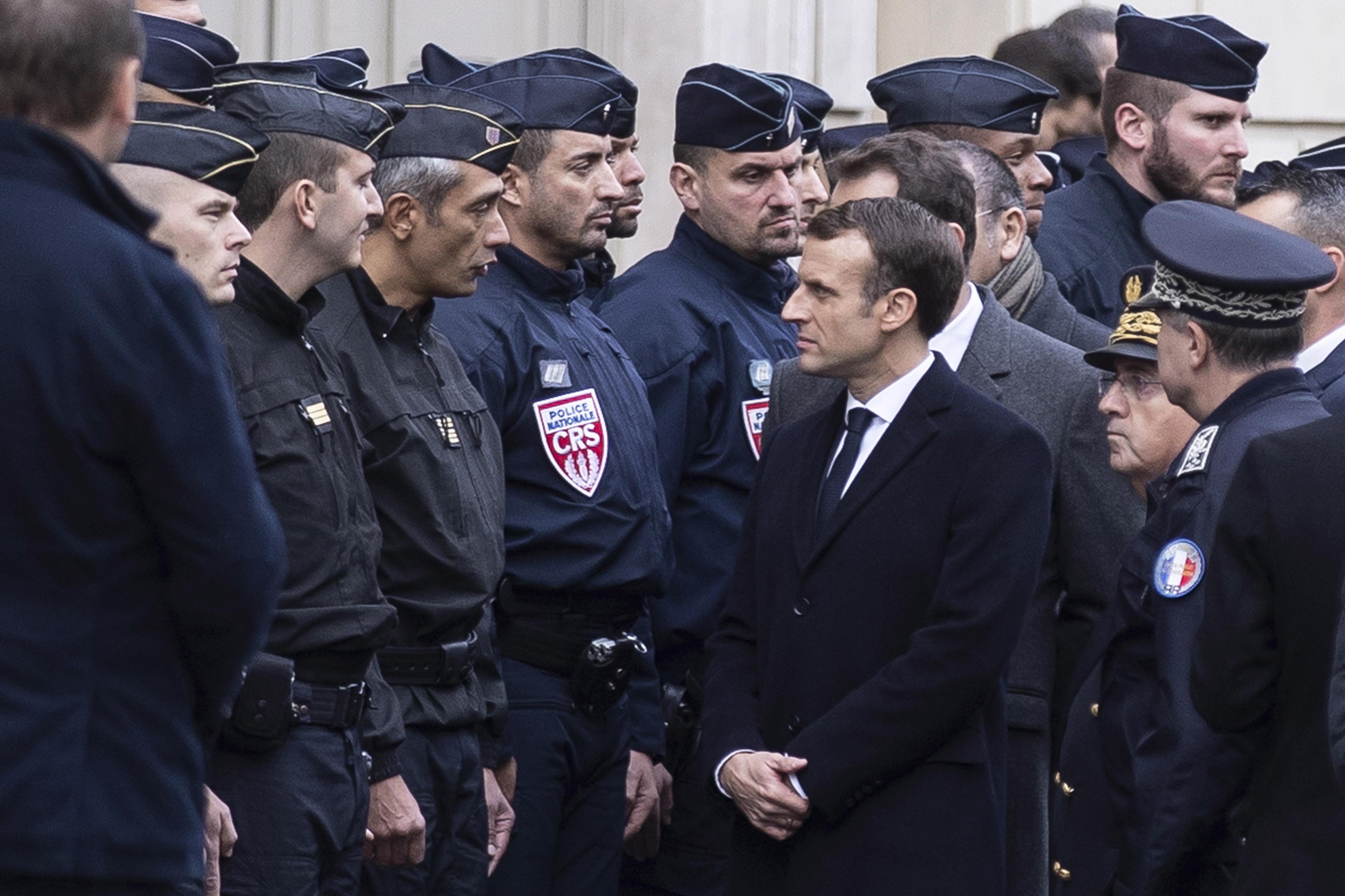 Macron se u ponedjeljak sastaje sa sindikalistima i lokalnim dužnosnicima