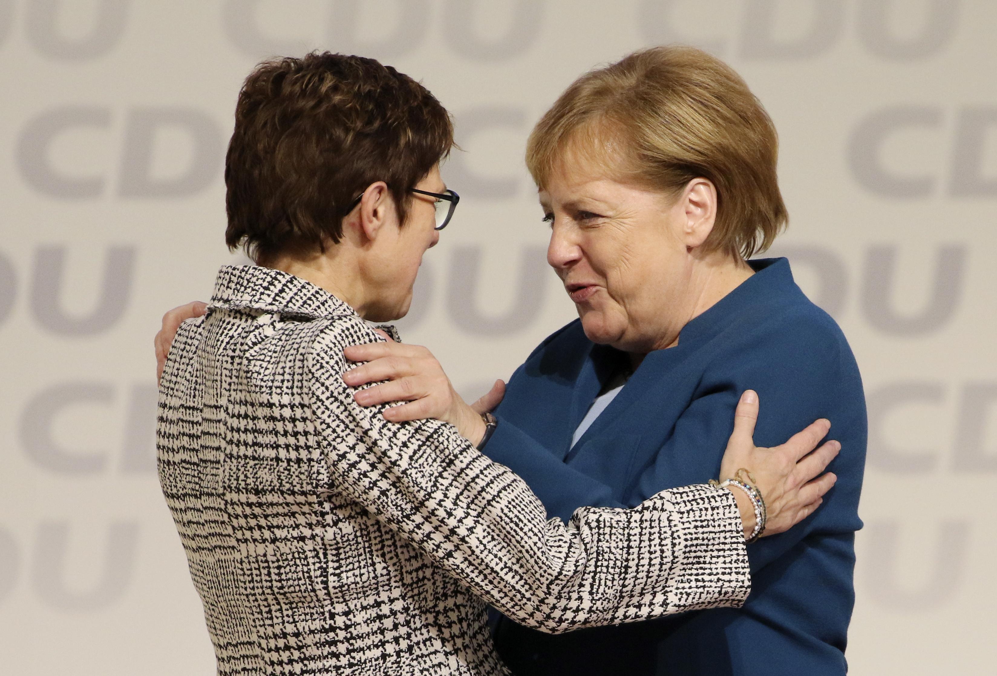 Nova šefica CDU-a prispitat će liberalnu migrantsku politiku Angele Merkel