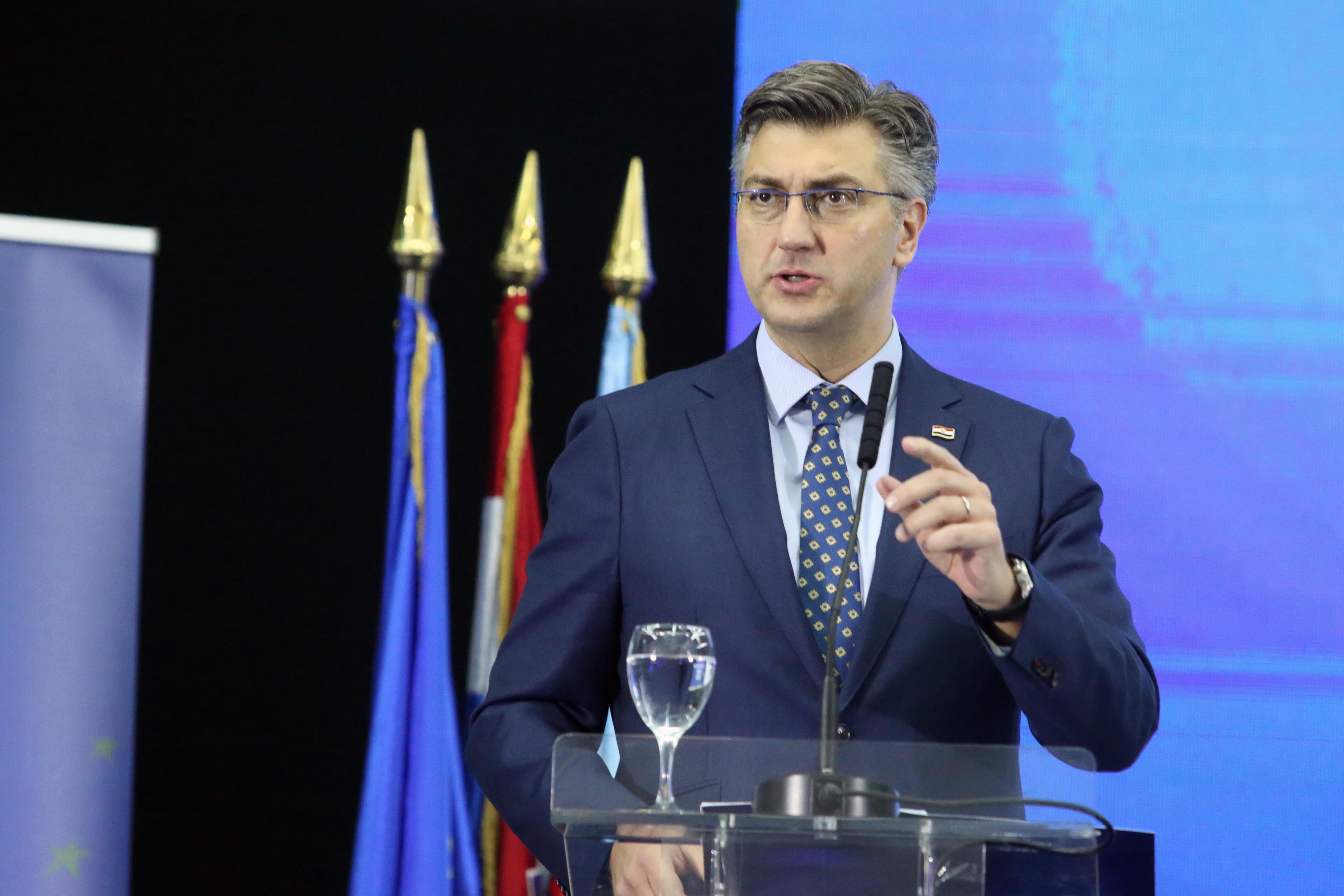 PLENKOVIĆ 'Marić neće otići iz Vlade'