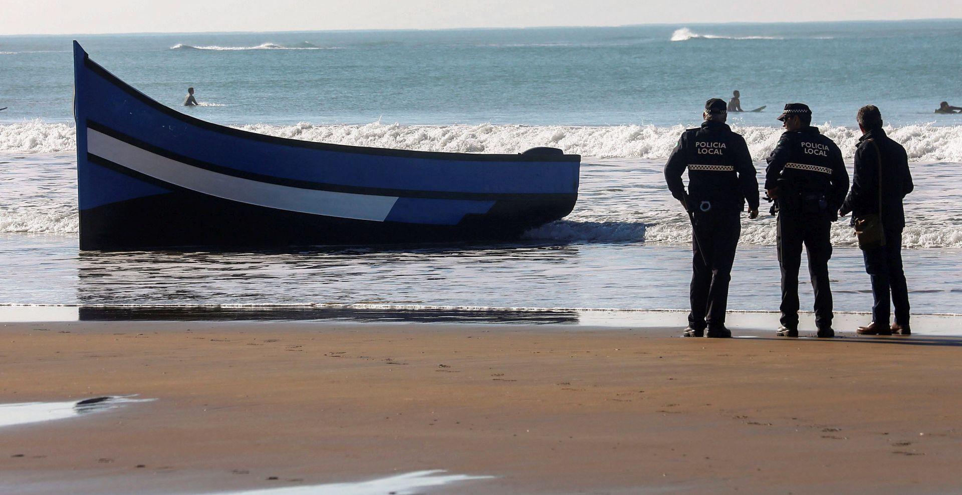 Brod s više od 70 ilegalnih migranata potonuo kod Tunisa