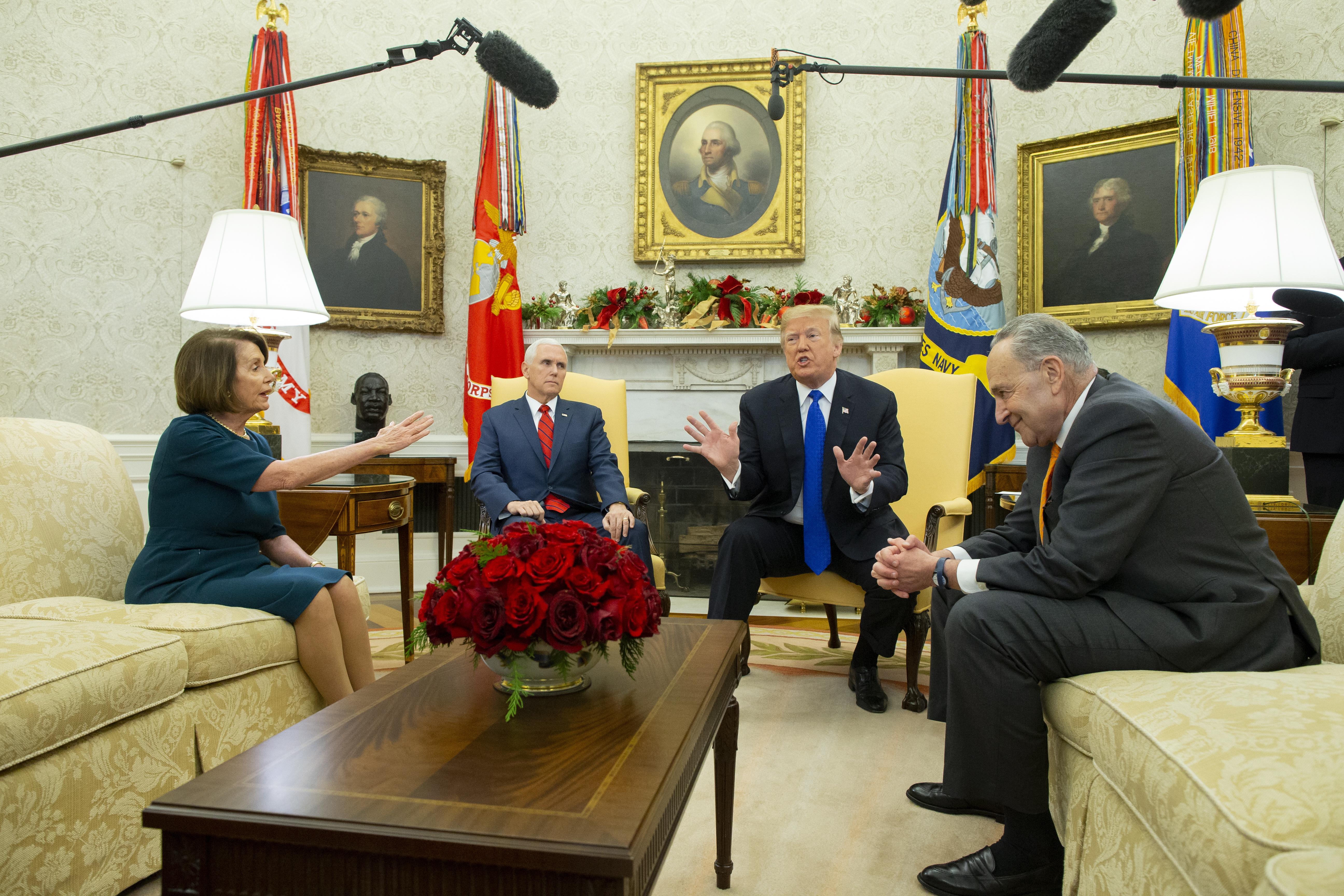 Trump i vodeći demokrati javno se svađali oko zida na granici