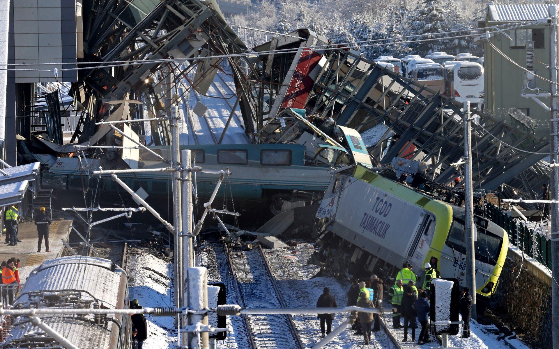 SUDAR VLAKOVA U ANKARI Najmanje 9 poginulih, spasioci traže preživjele
