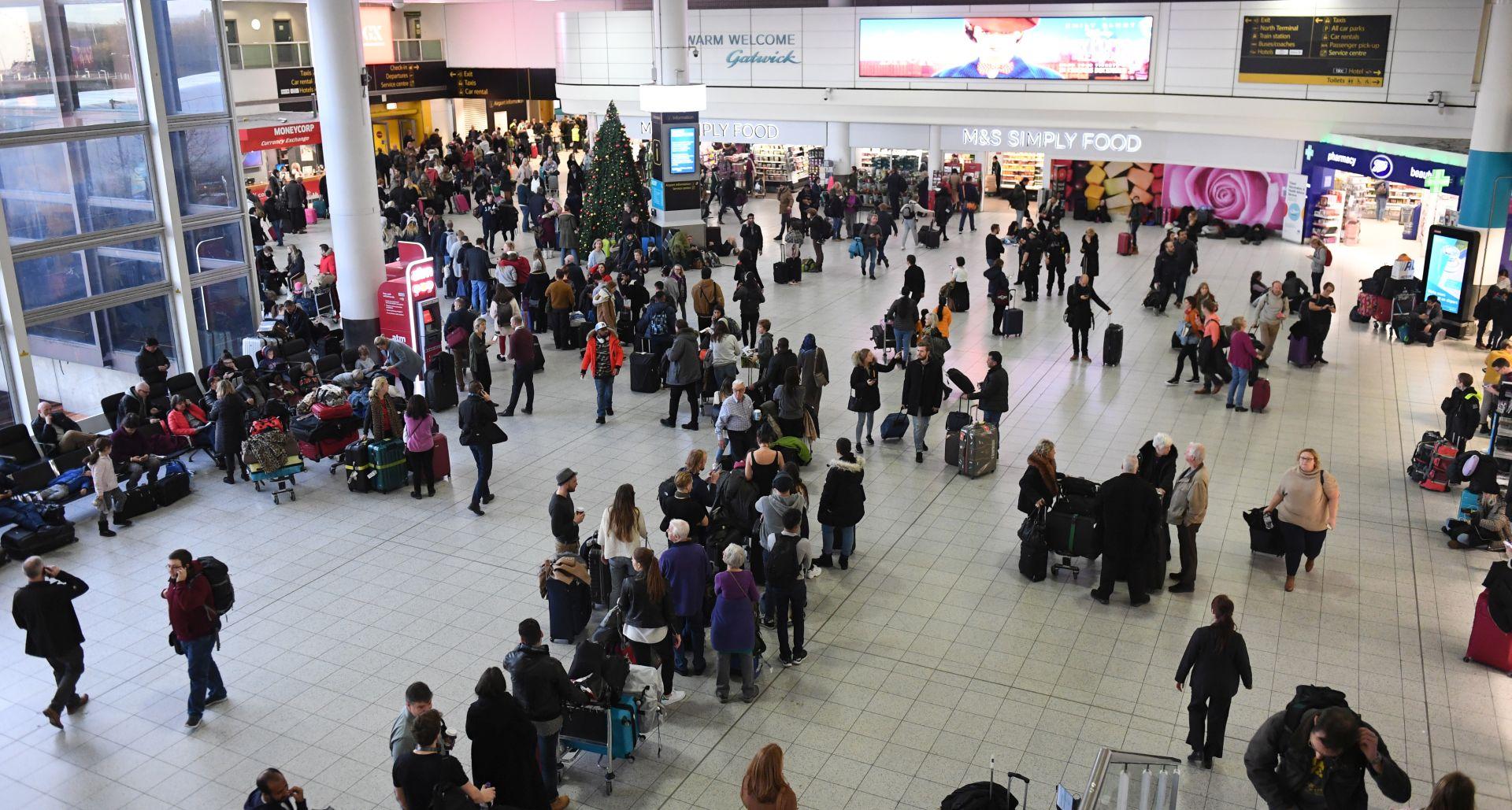 Britanska policija traga za operaterima dronova na Gatwicku