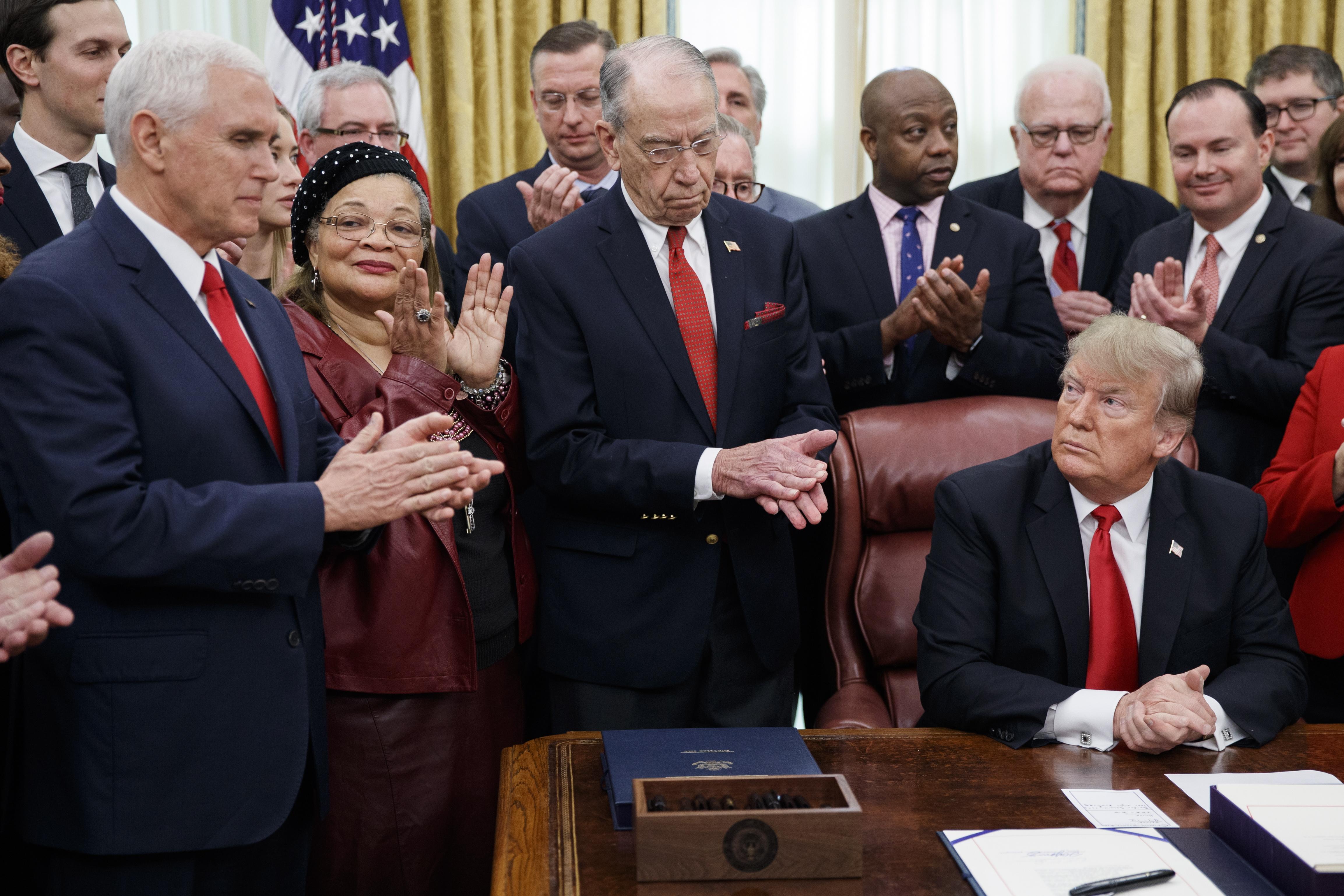 Trump tvrdi da će blokada vlade trajati sve do dogovora o zidu