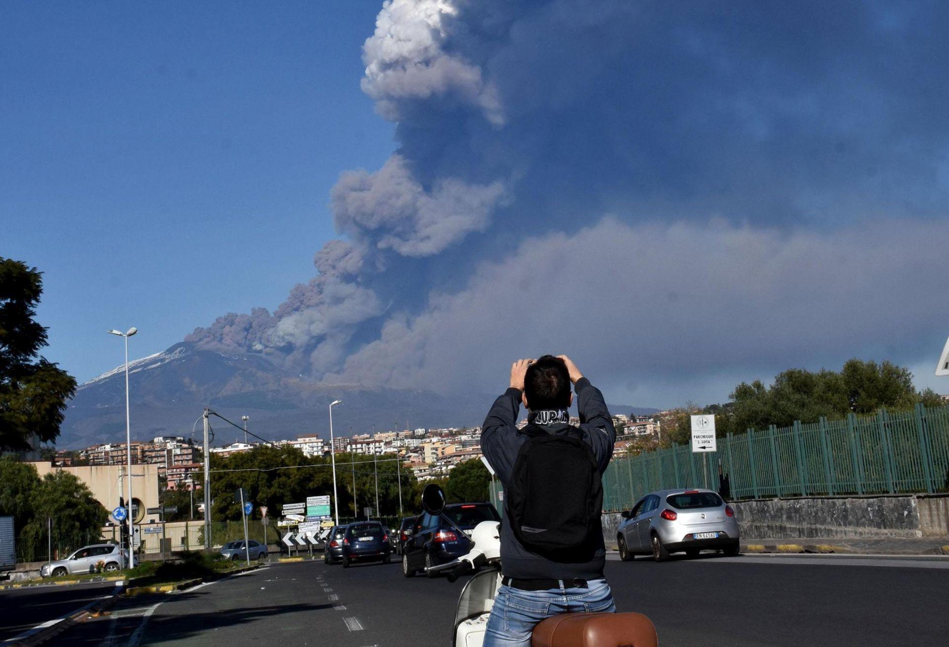 Nove erupcije na Etni, zabilježeno više od 130 potresa