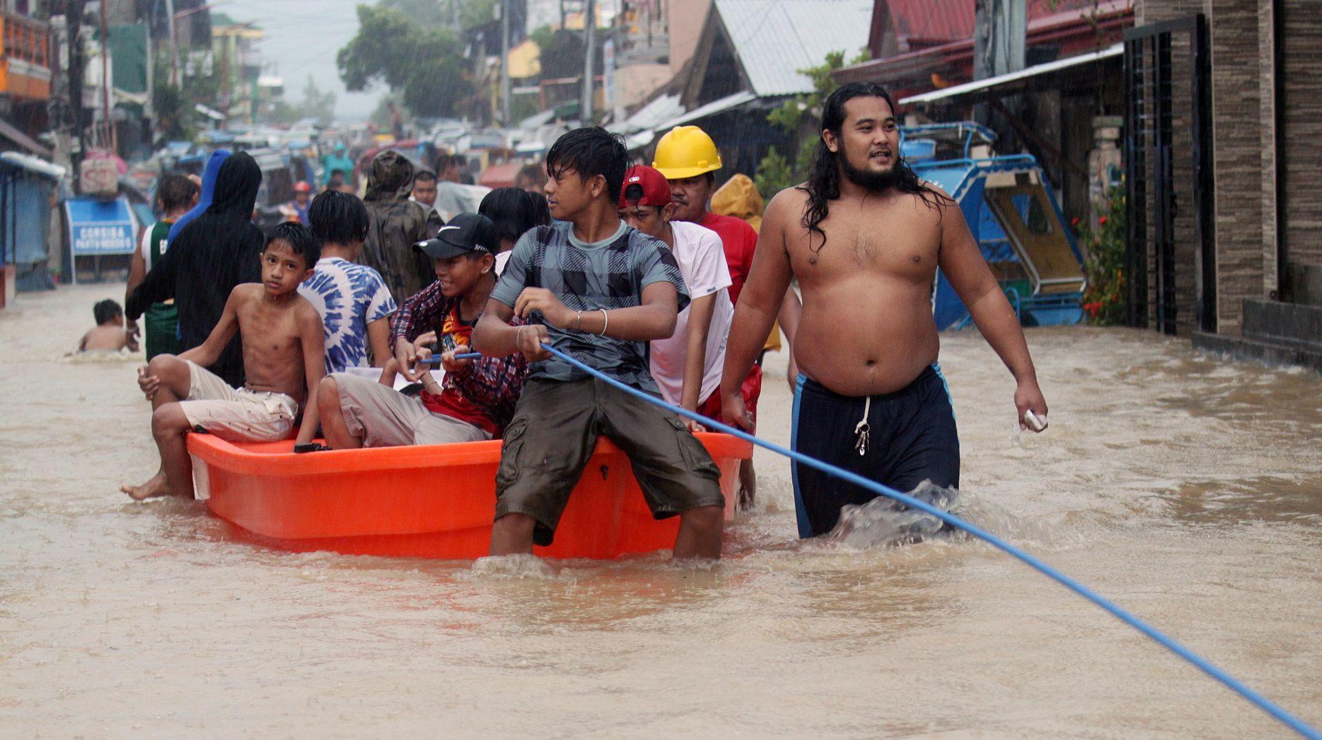 U odronima i poplavama na istoku Filipina poginulo 26 osoba