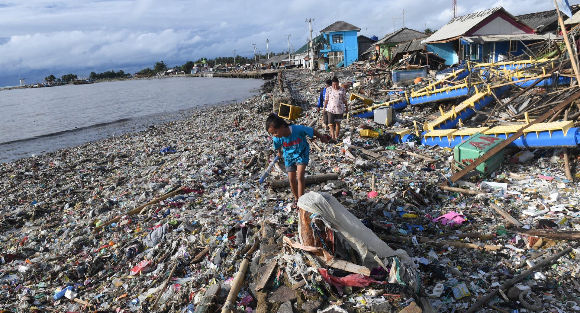 VIDEO: Indonezijski grad Labuan snažno pogođen tsunamijem