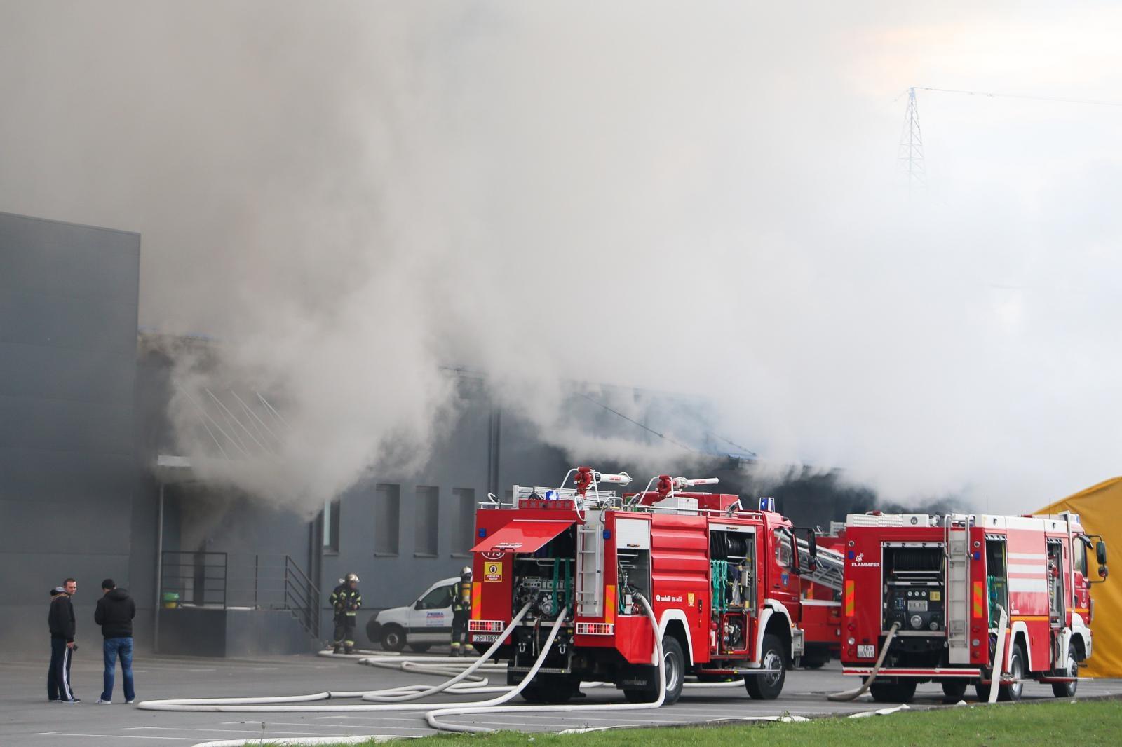 Ugašen požar u skladišu Prime u Sesvetama